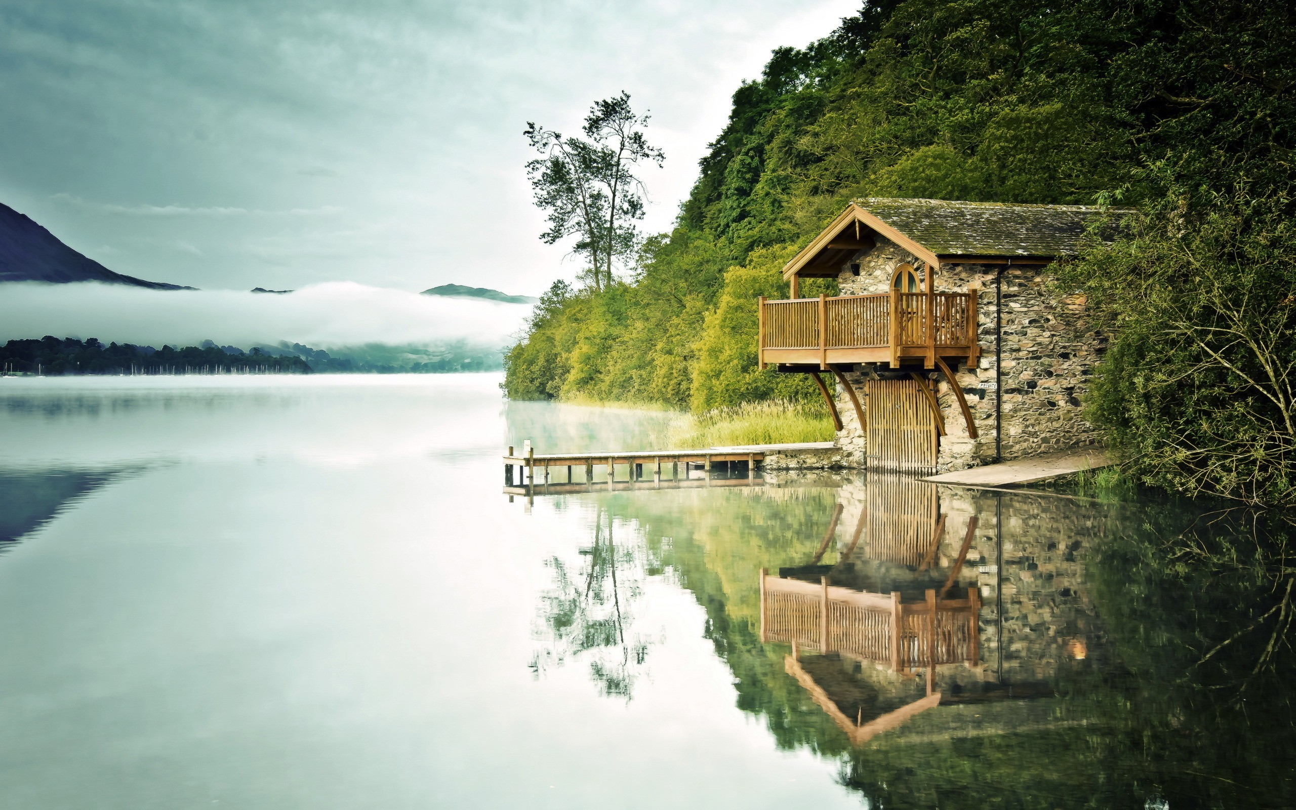 General 2560x1600 nature reflection lake boathouses mist