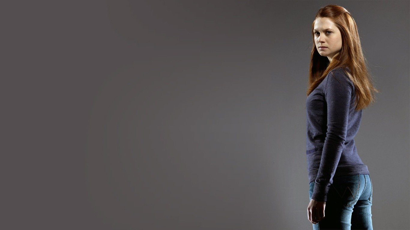 People 1366x768 Bonnie Wright redhead Harry Potter women actress