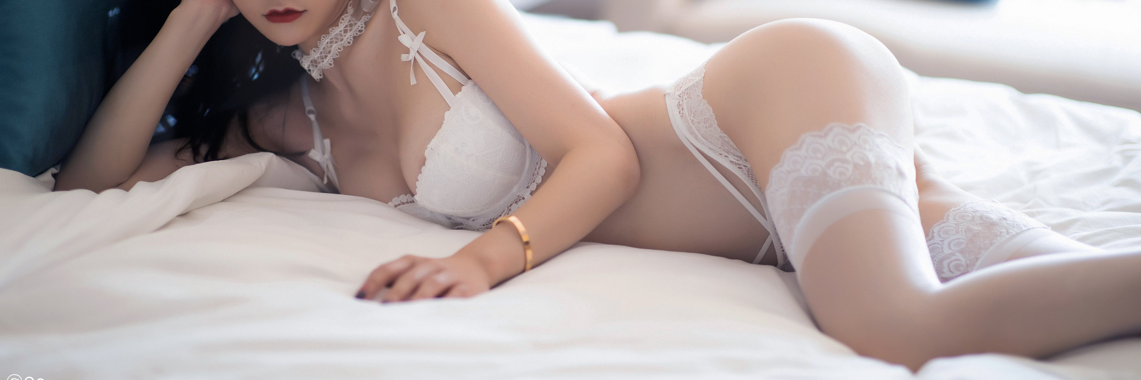 People 3840x1280 white lingerie white stockings stockings white bra push-up bras lying down lying on side cleavage in bed bedroom Xiuren Asian choker bridal lingerie lingerie bra panties thigh-highs ass Chinese
