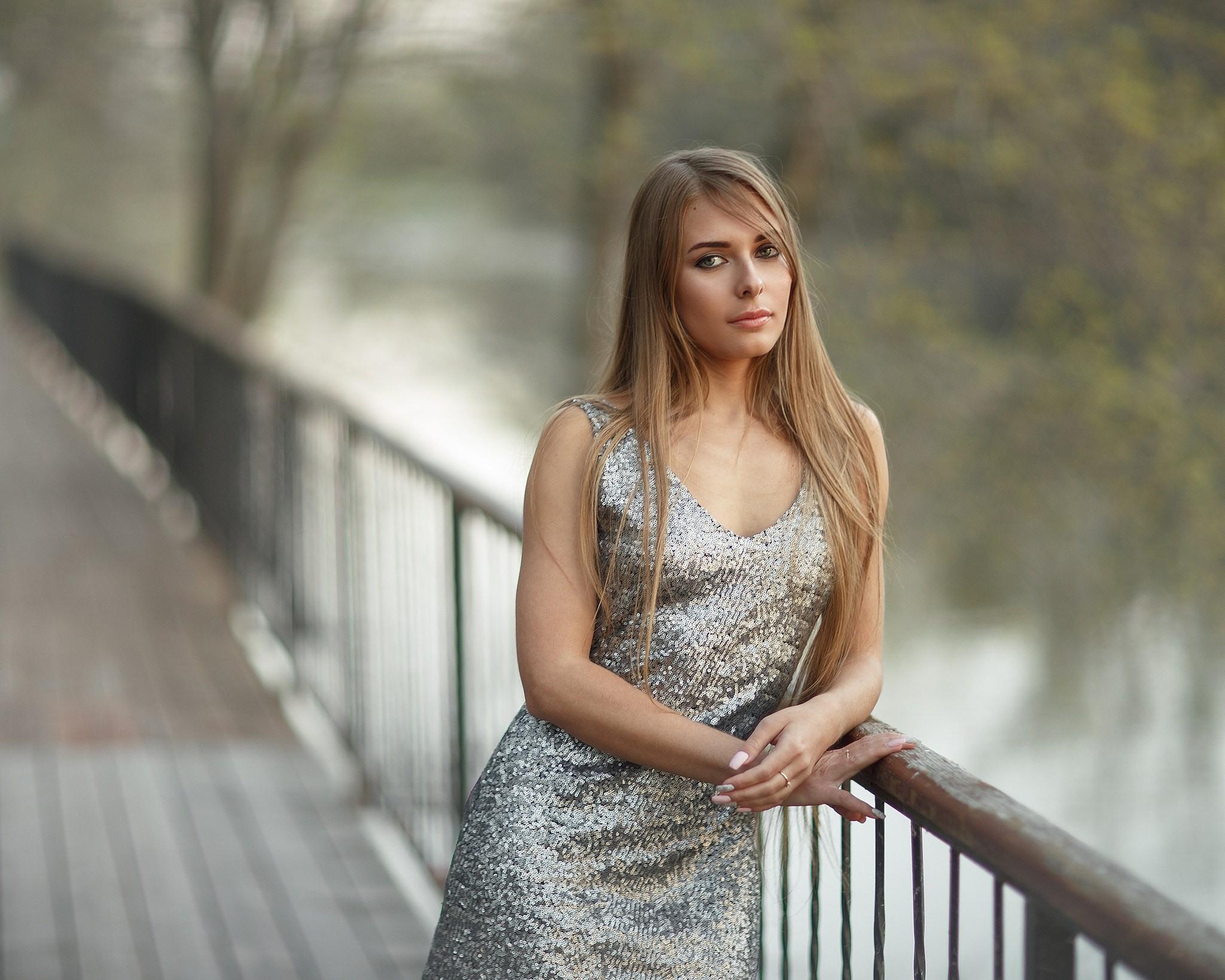 People 2048x1638 women blonde depth of field women outdoors dress portrait straight hair long hair