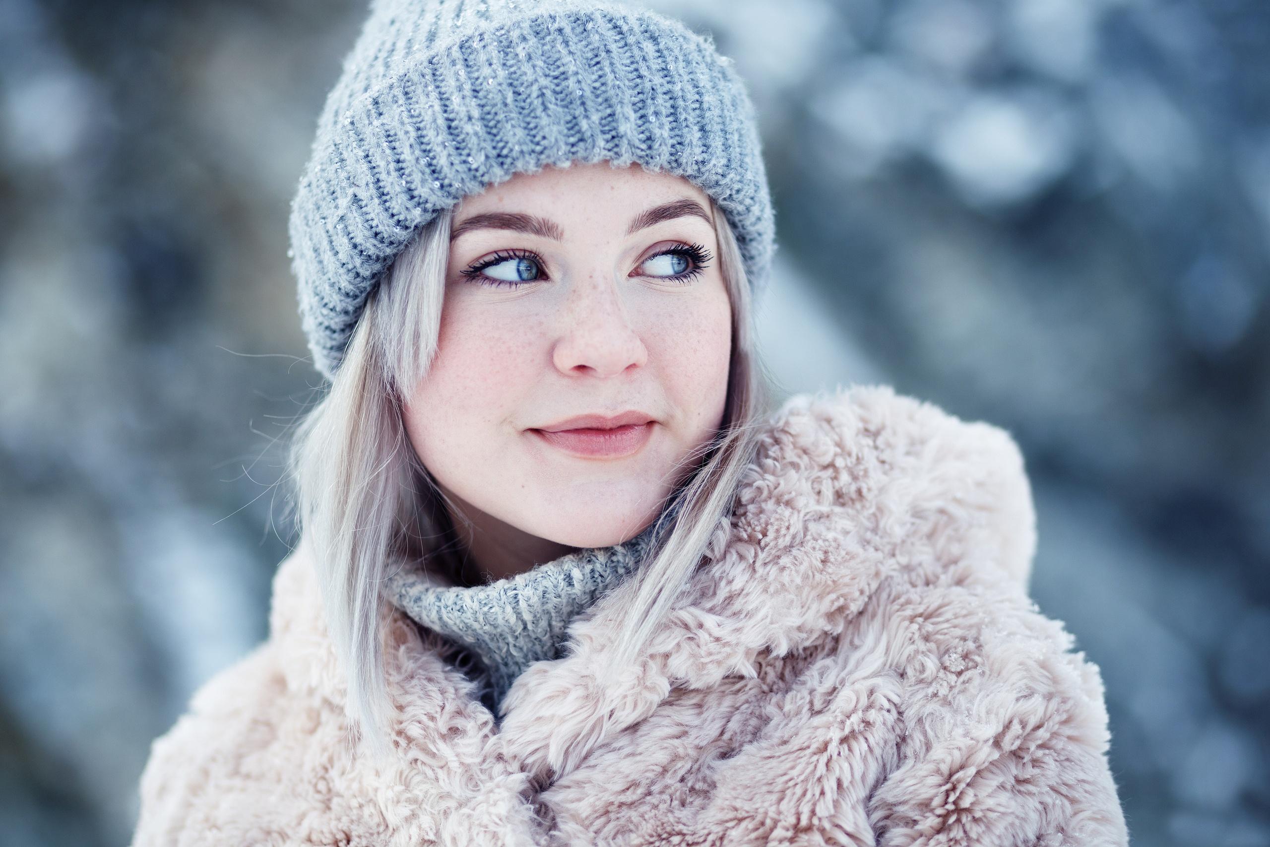 People 2560x1707 Evgeniy Bulatov Taya Tokminova model women blonde blue eyes freckles face mouth lips lipstick red lipstick hood coats cold looking away depth of field portrait Russian women Russian model women outdoors
