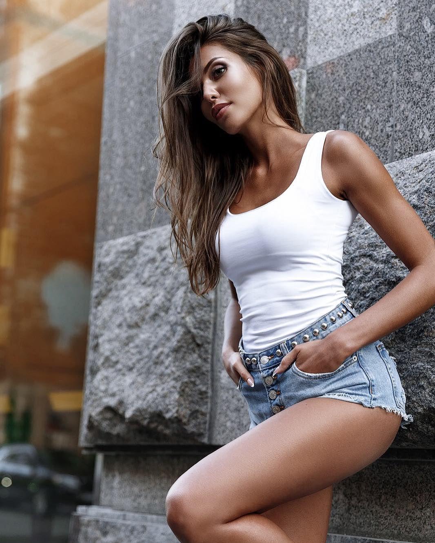 People 1066x1332 Katerina Sozinova model women curvy brunette jean shorts hands in pockets Katerina Sleptsova white tops short shorts white tank top