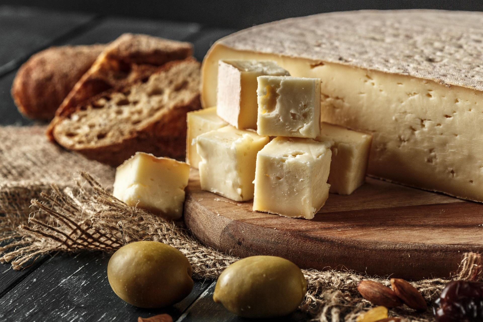 General 1920x1280 food cheese bread cutting board
