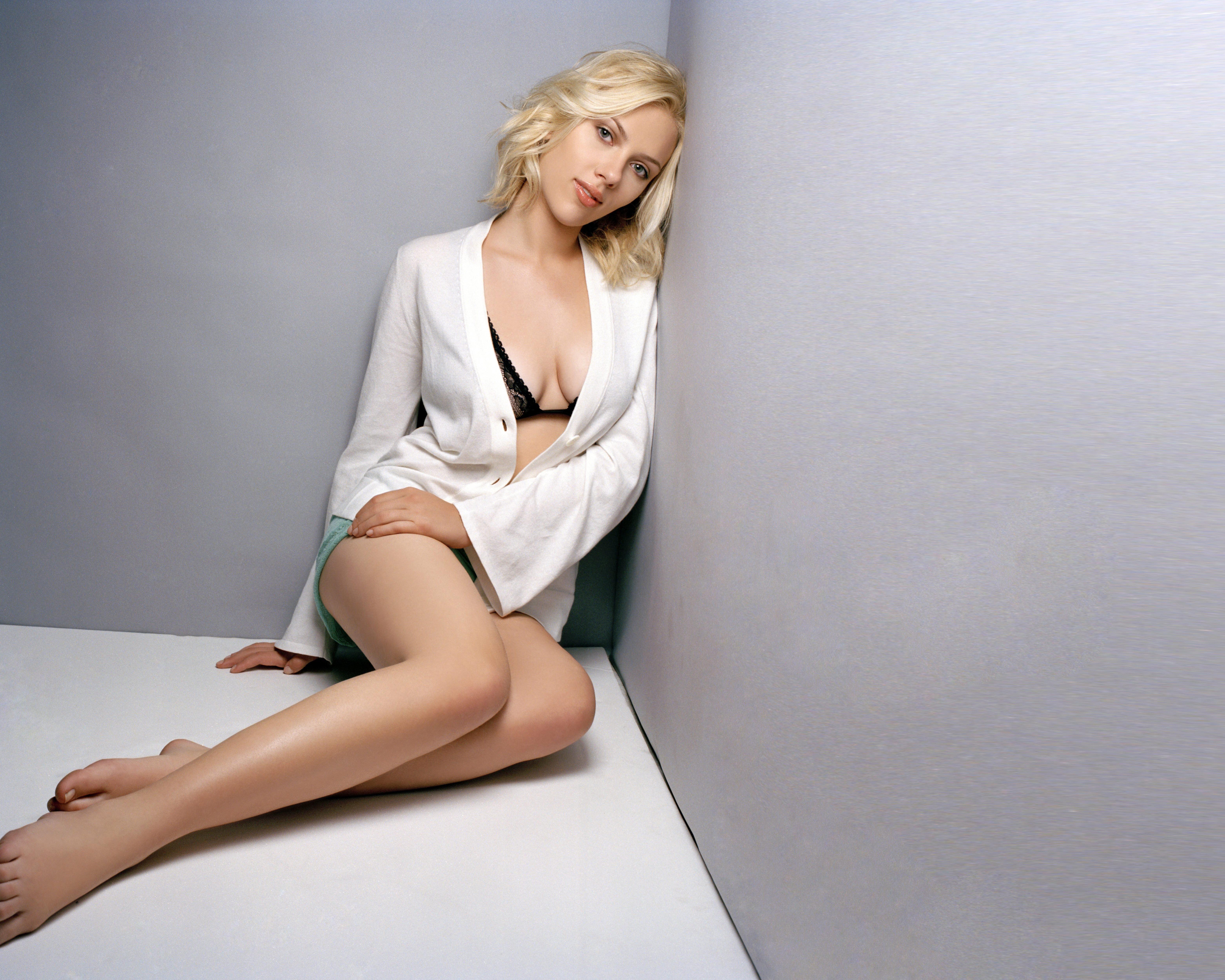 People 6250x5000 Scarlett Johansson actress women legs shorts open shirt black bras looking at viewer