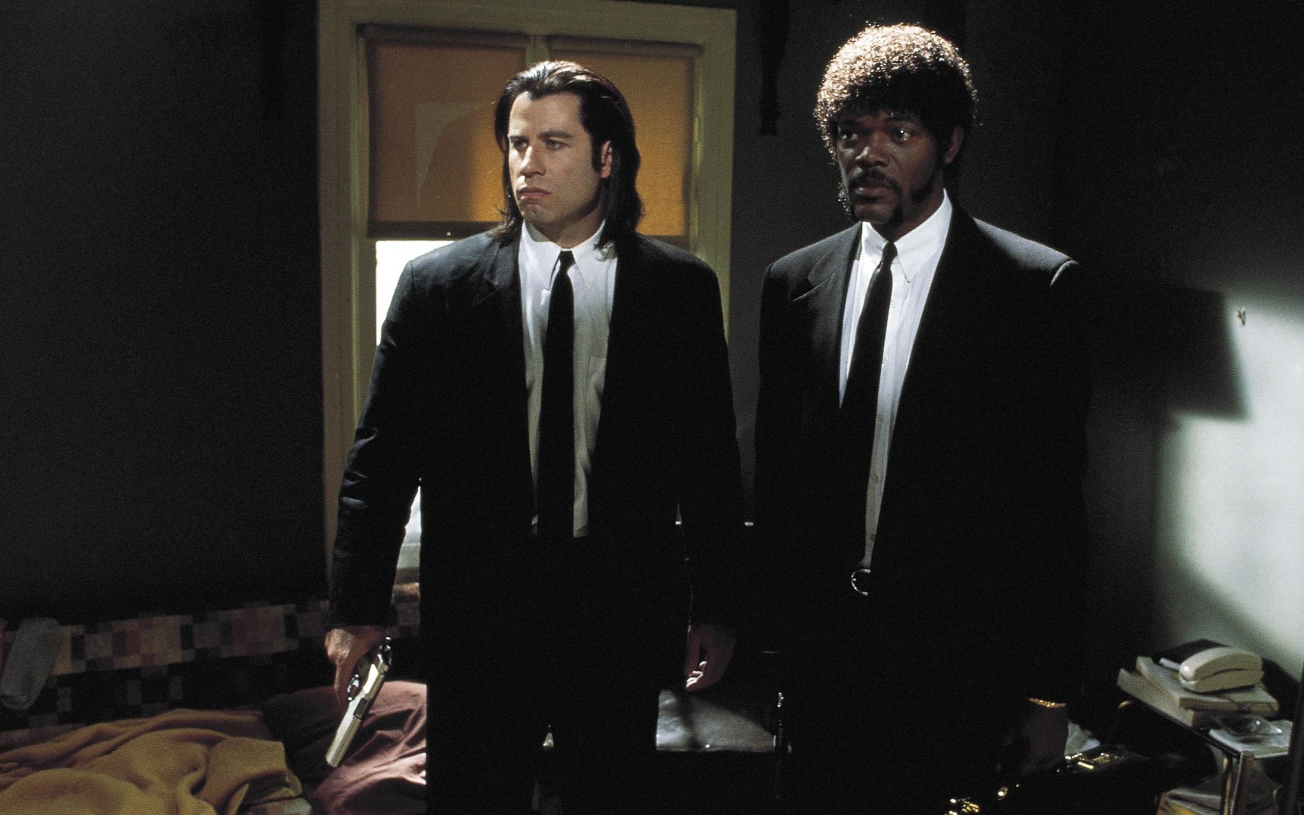 People 2560x1600 men actor movies film stills suits tie Pulp Fiction gun John Travolta Samuel L. Jackson Jules Winnfield Vincent Vega room Afro long hair gangsters Quentin Tarantino