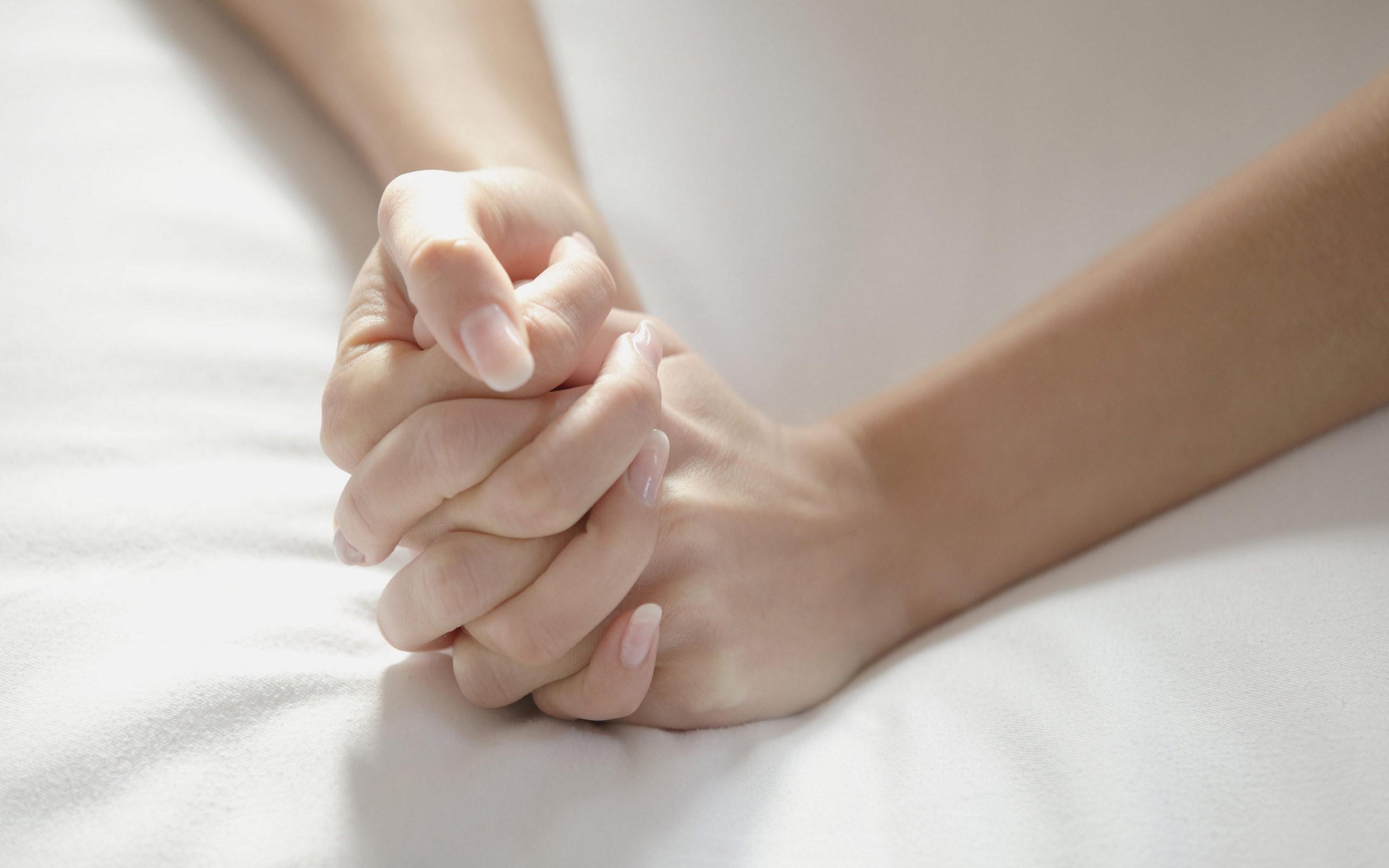 People 2560x1600 hands lesbians holding hands women
