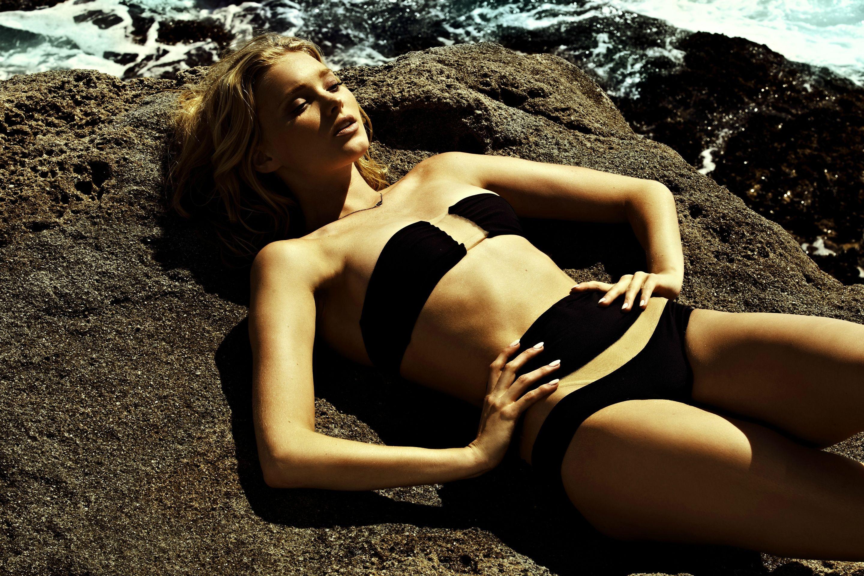 People 2880x1920 Elsa Hosk blonde women strapless bras