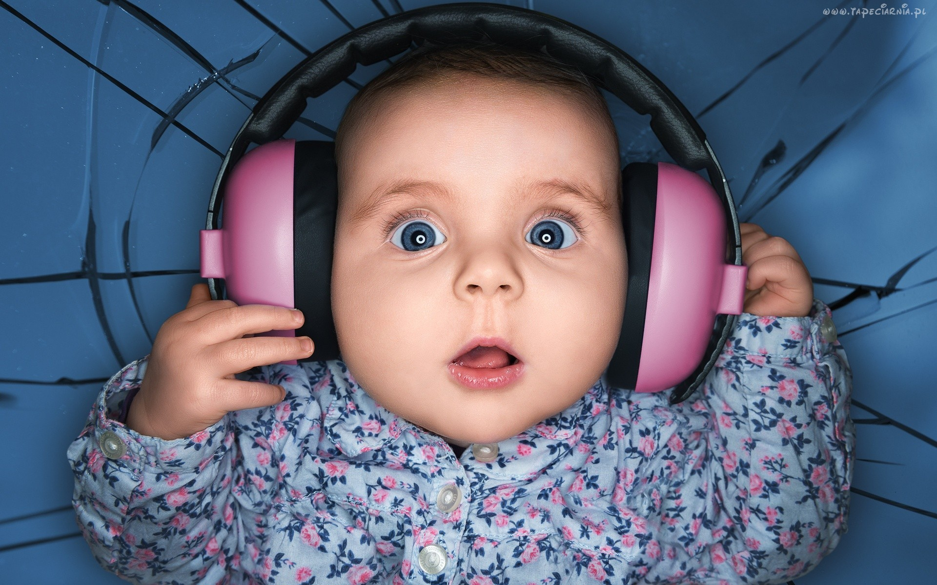 People 1920x1200 headphones baby humor