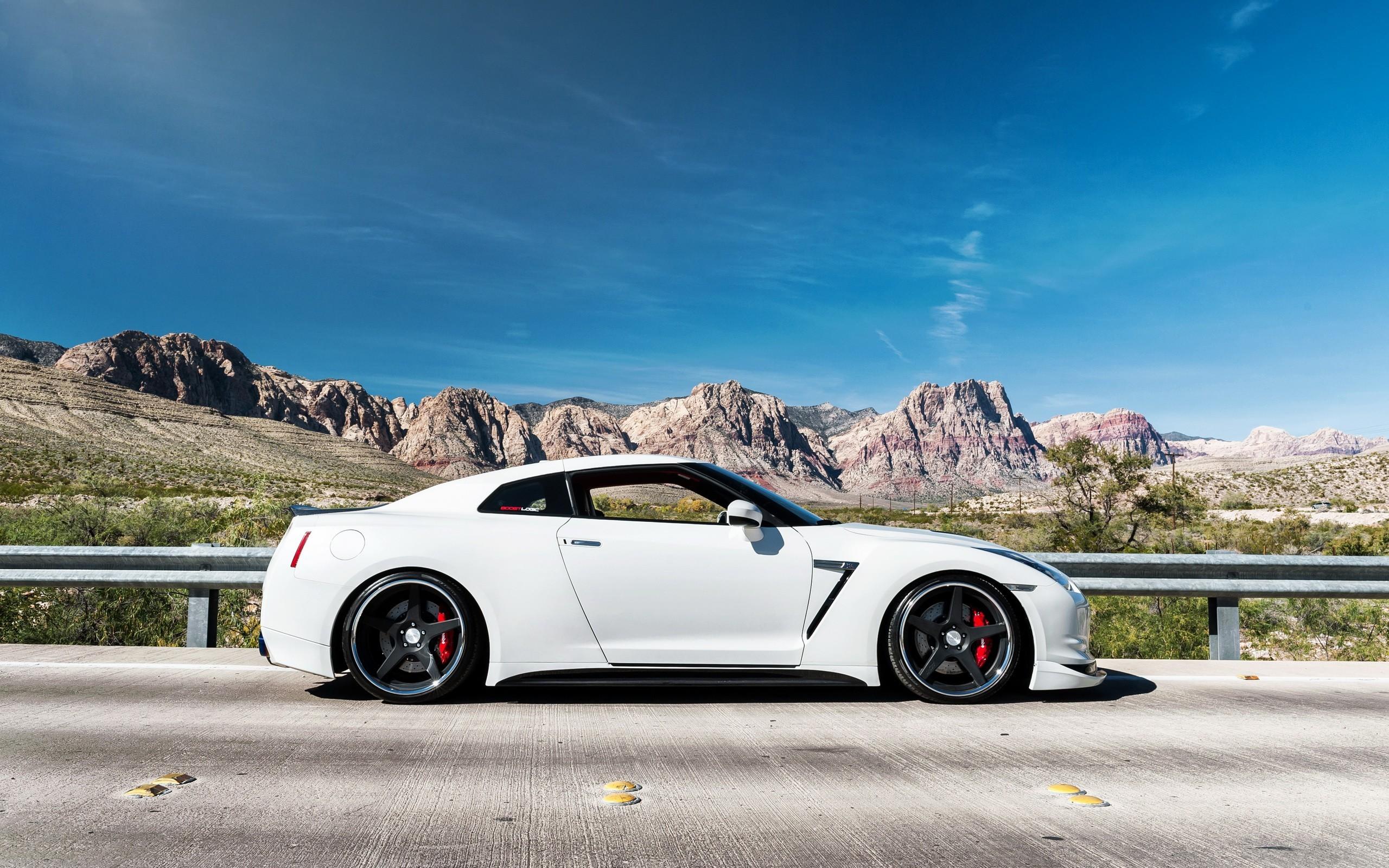 General 2560x1600 Nissan GT-R car Nissan vehicle white cars