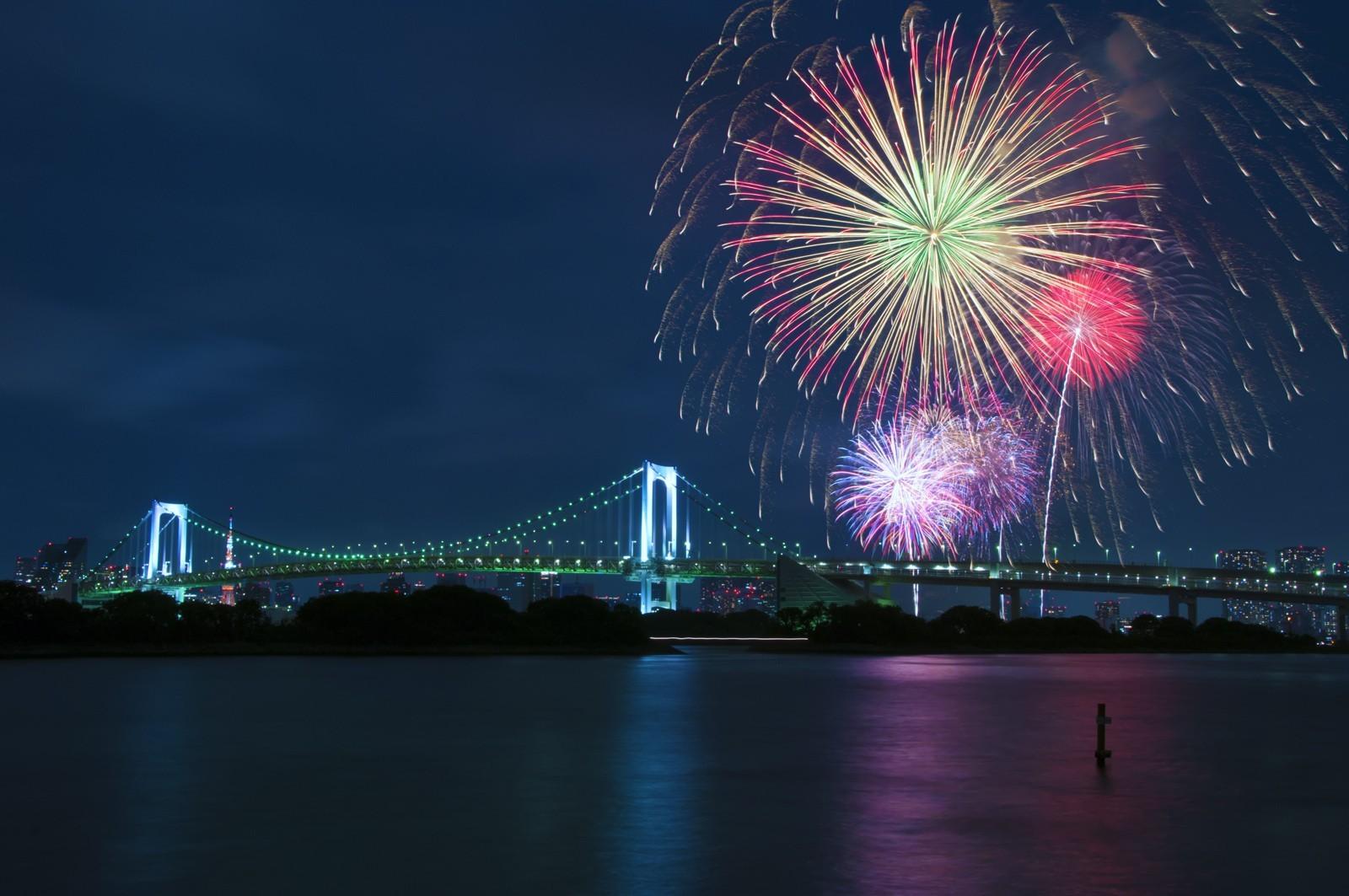 General 1600x1063 fireworks bridge Rainbow Bridge Tokyo Japan