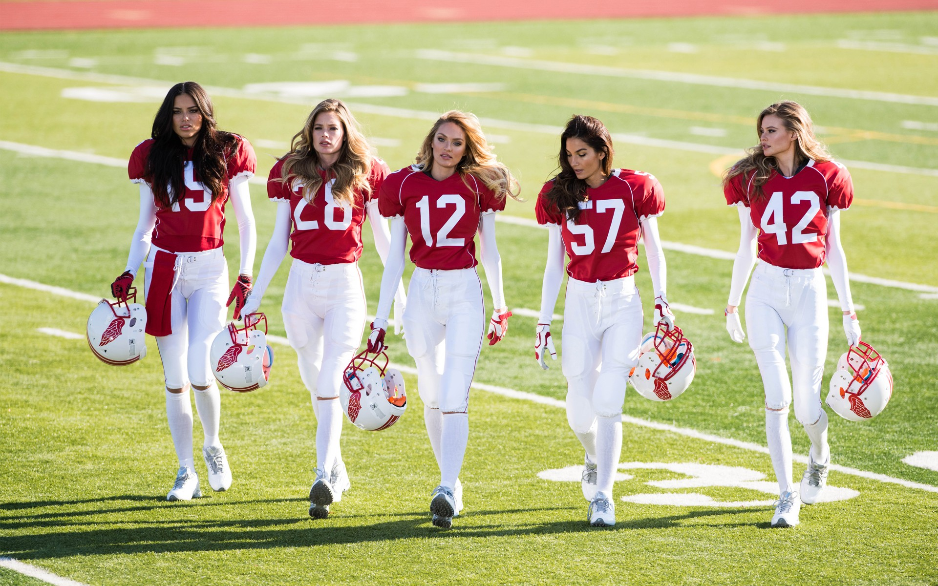 People 1920x1200 women model numbers American football Victoria's Secret