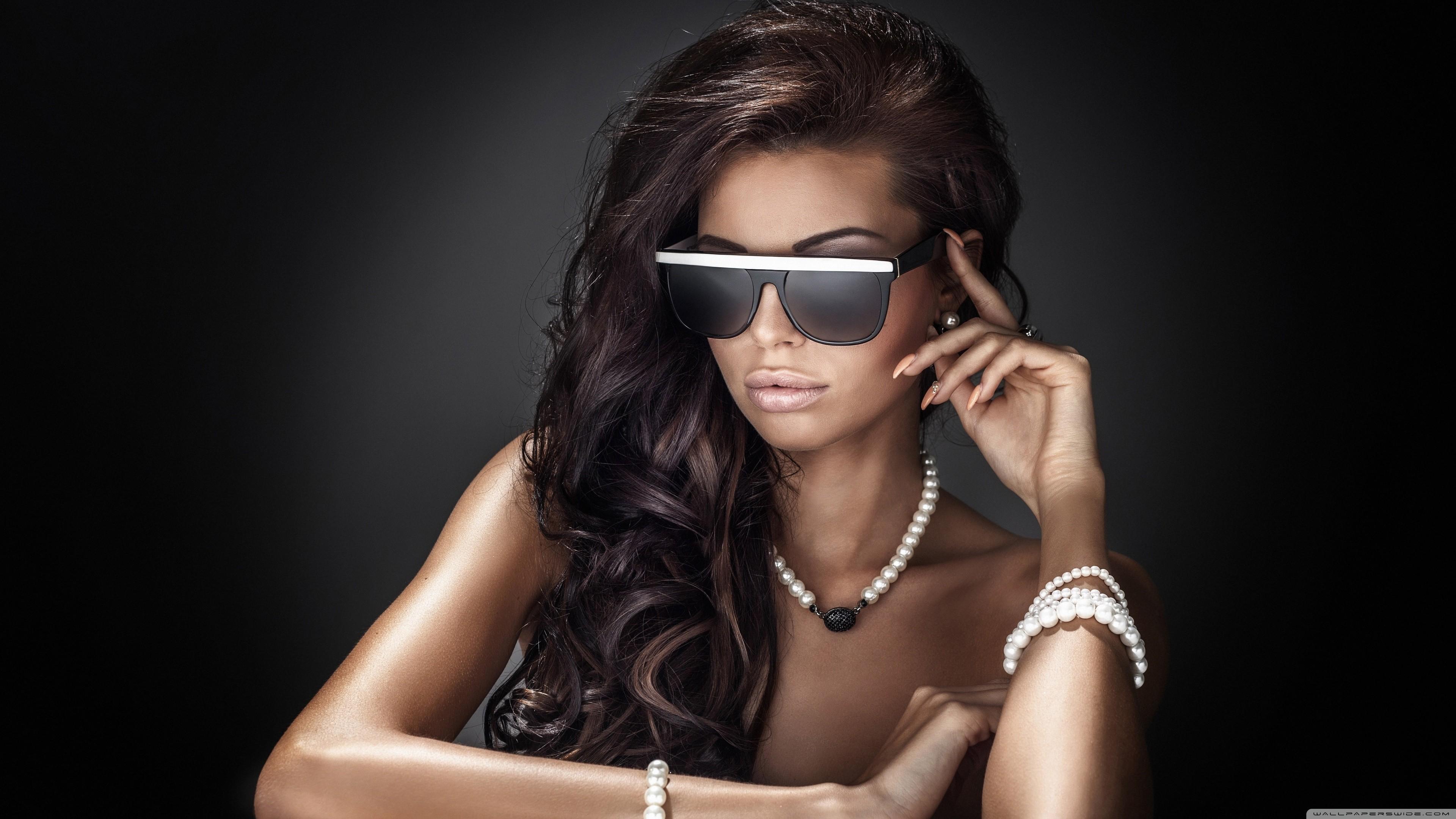 People 3840x2160 sunglasses women women with shades brunette long hair dark skin tanned pearl bracelet pearl necklace
