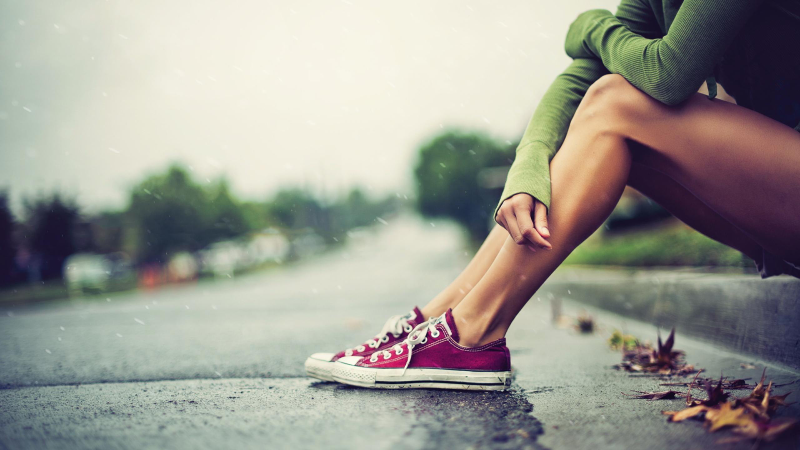 People 2560x1440 photography street rain leaves legs Converse women shoes