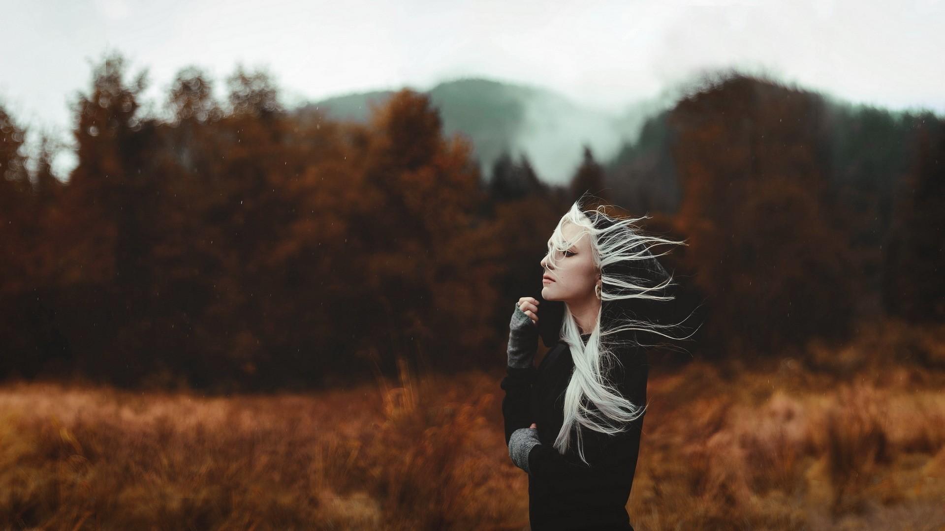 People 1920x1080 women women outdoors hoods windy Ash blonde blonde black clothing