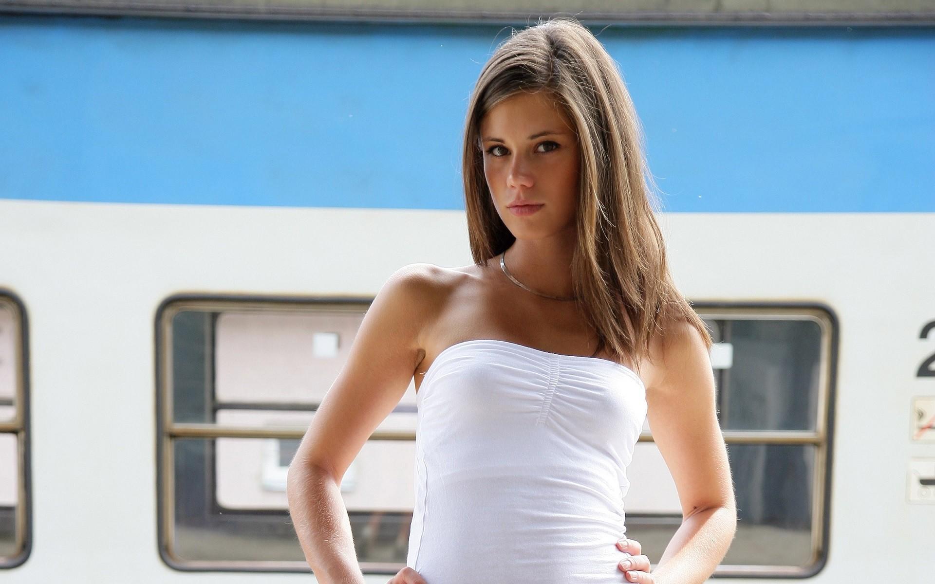 Markéta Stroblová, brunette, pornstar, hands on hips, legs