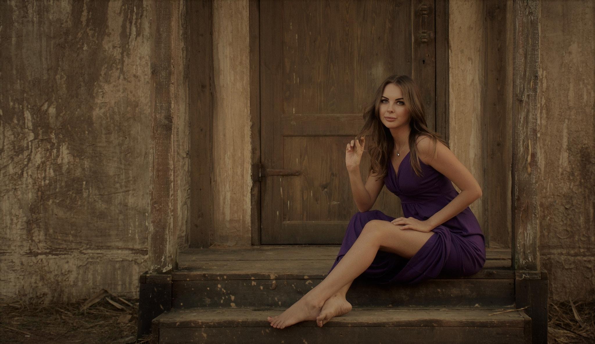 People 2048x1183 women purple dresses sitting brunette necklace door portrait women outdoors barefoot model looking at viewer long hair straight hair legs
