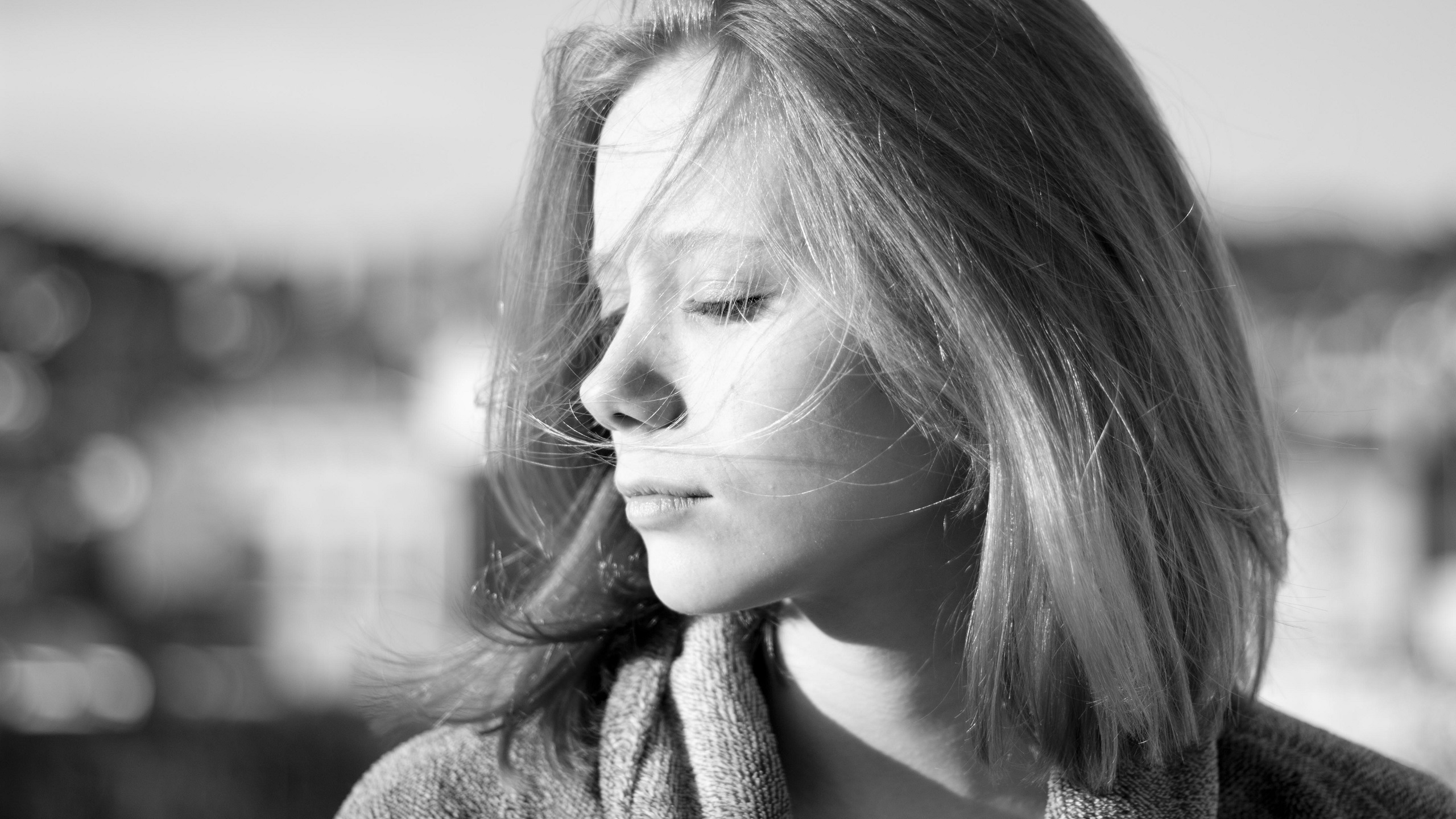 People 2560x1440 women actress celebrity blonde coats closed eyes Laia Manzanares monochrome