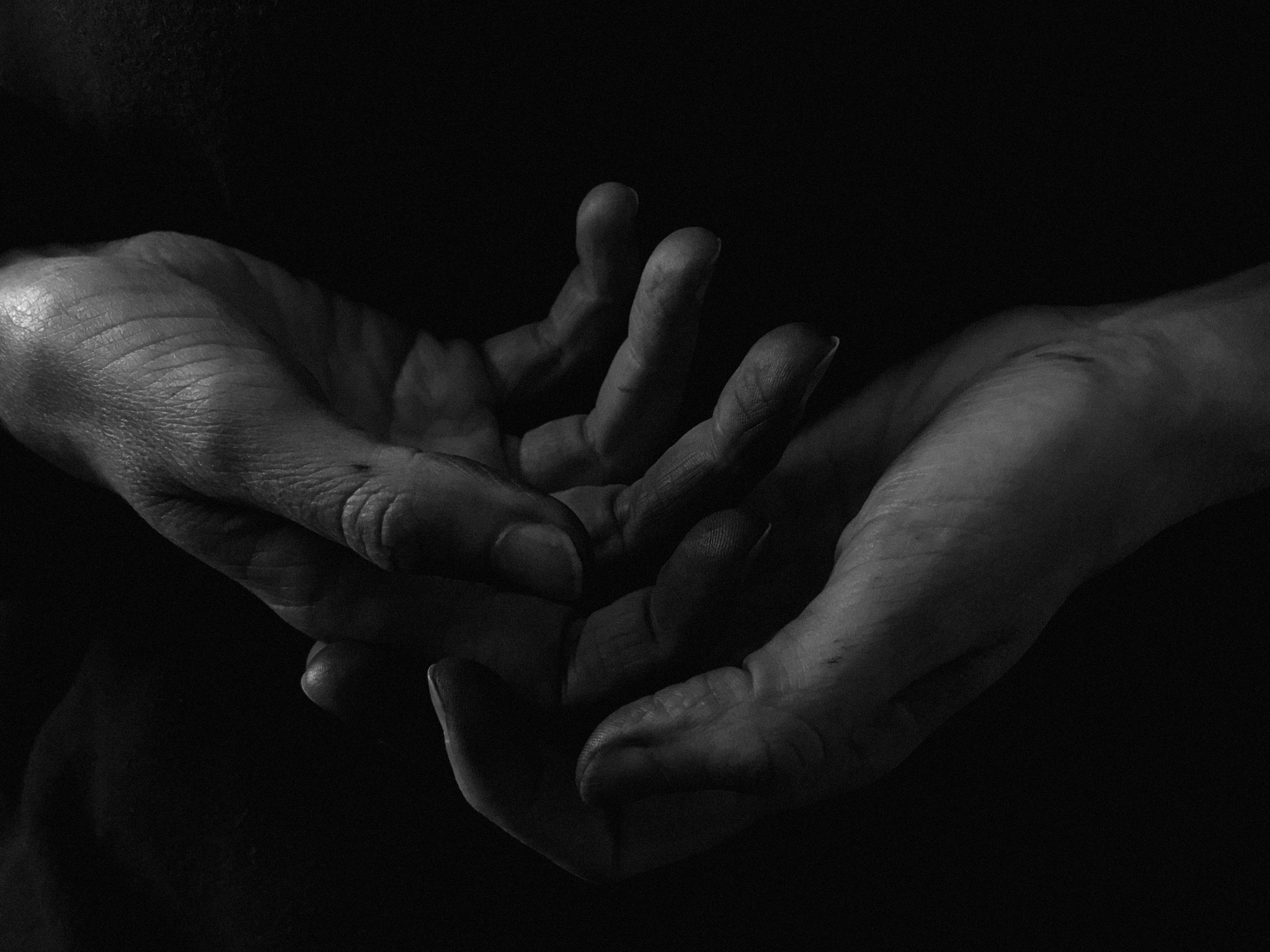 People 2048x1536 people monochrome dark hands 500px Agnes Haus