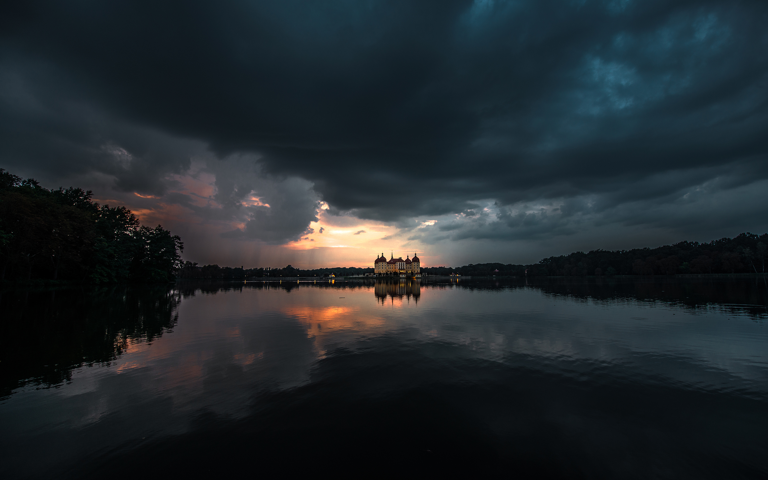 General 2560x1600 moritzburg castle castle lake night clouds reflection dark