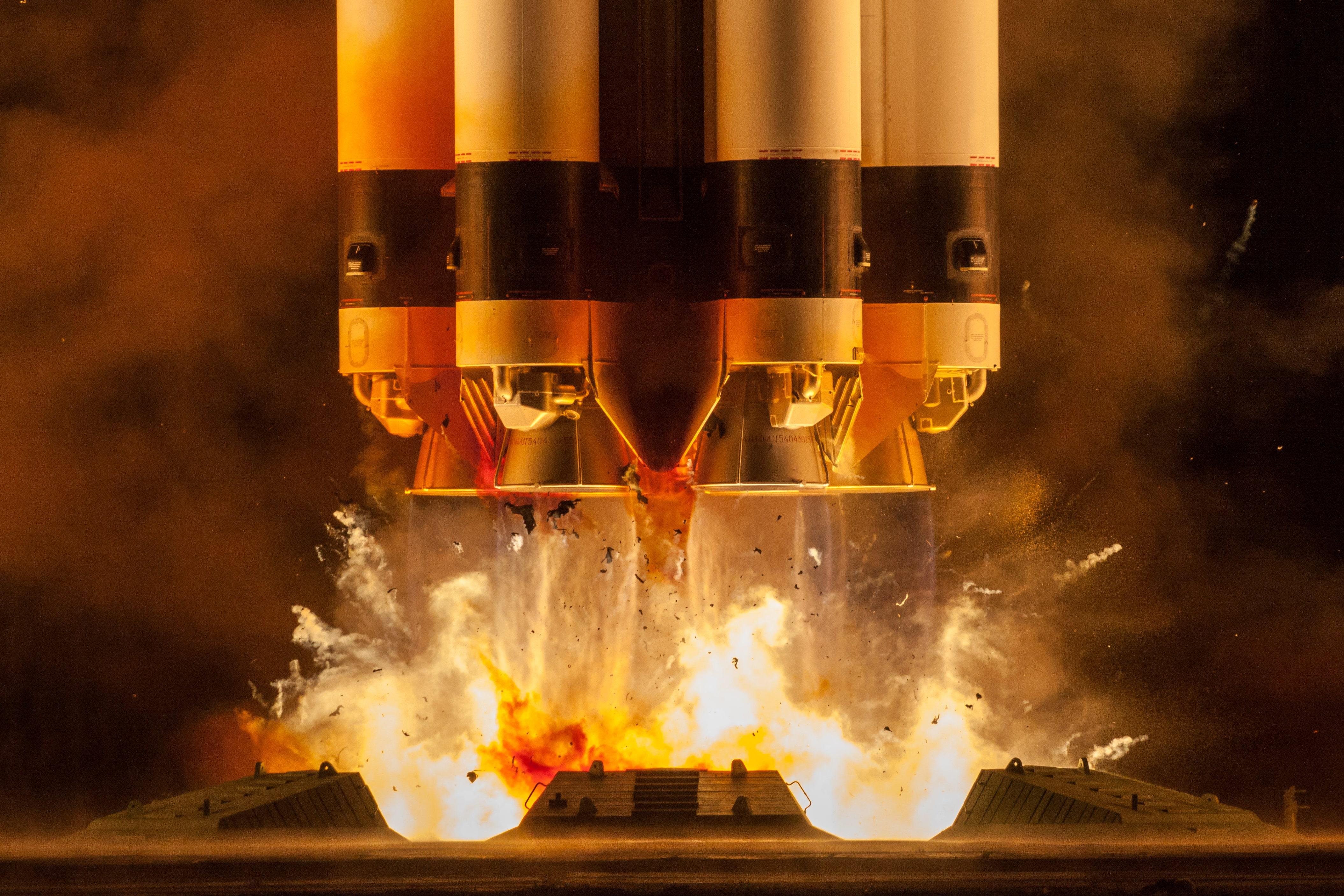 General 4219x2813 rocket launching Proton (Rocket) vehicle fire space
