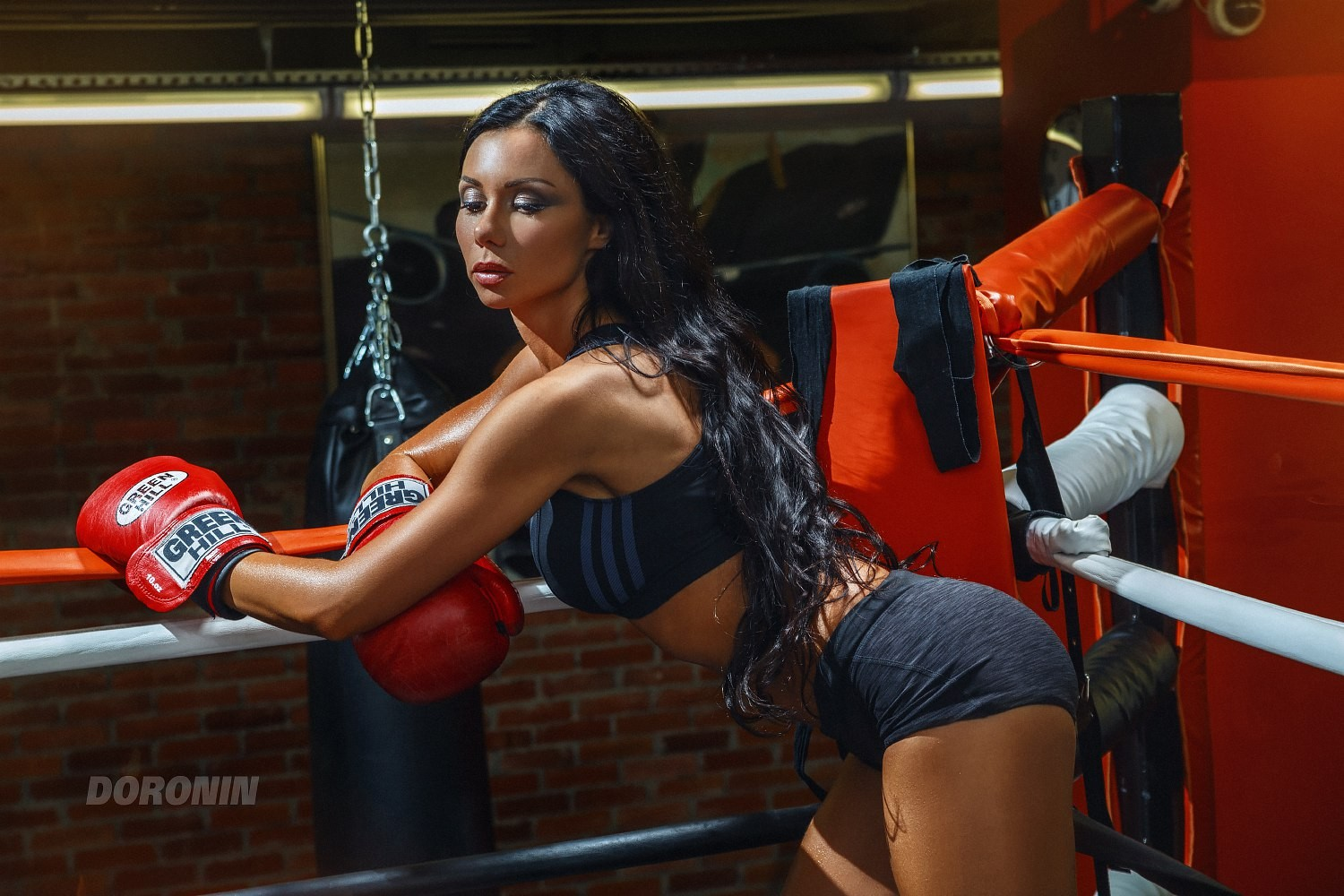 People 1500x1000 women model closed eyes gym clothes ass brunette long hair black hair boxing gloves