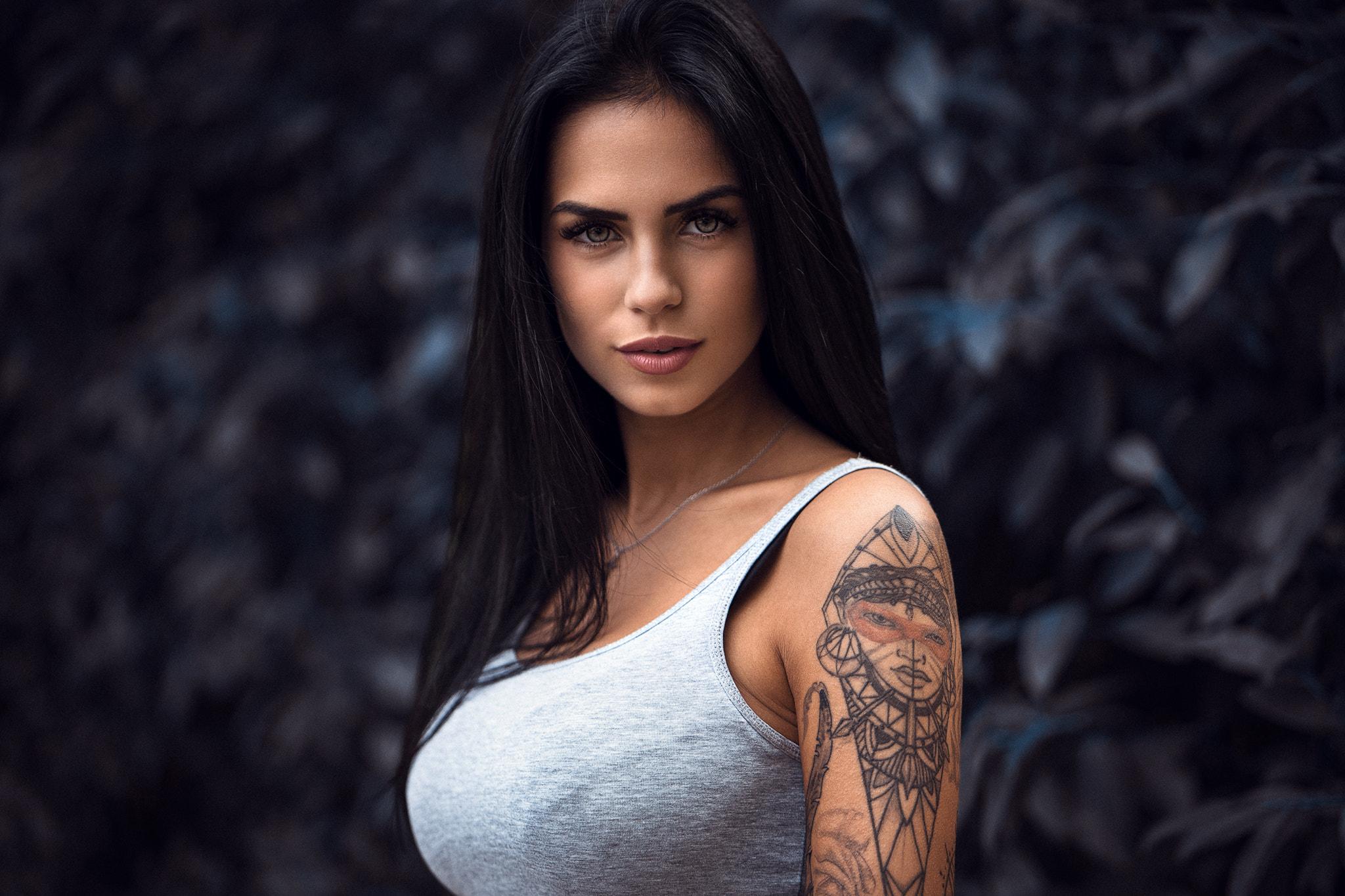 People 2048x1365 women brunette women outdoors face black hair long hair tank top tattoo tanned green eyes portrait bokeh Marlen Valderrama Alvaréz Anatoli Oskin
