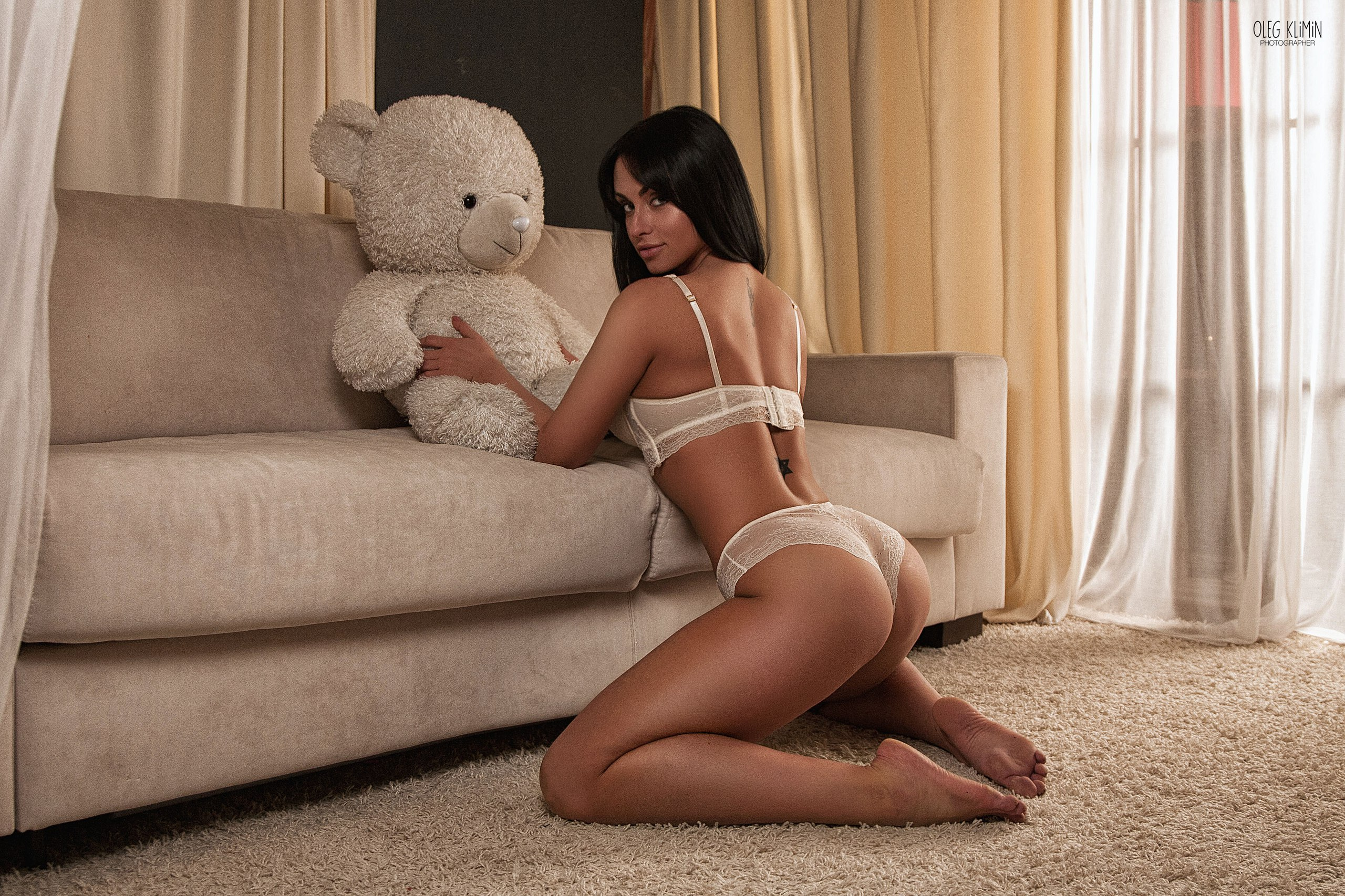 People 2560x1706 women tanned ass teddy bears kneeling tattoo couch Oleg Klimin arched back dark hair lace looking at viewer barefoot white lingerie lingerie white panties panties white bra bra looking back