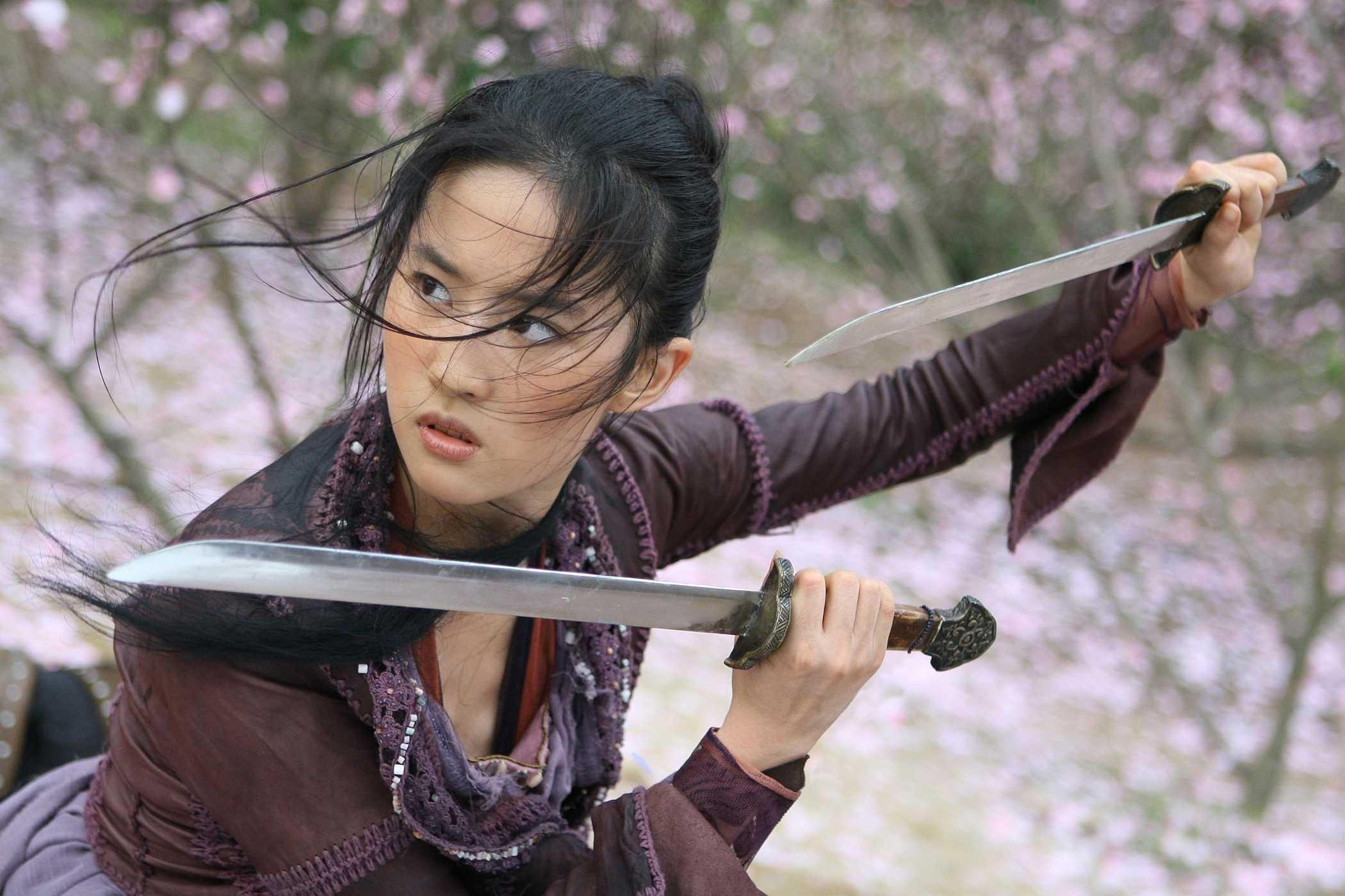 People 2100x1400 Asian sword The Forbidden Kingdom women brunette brown eyes knife looking away movies Crystal Liu