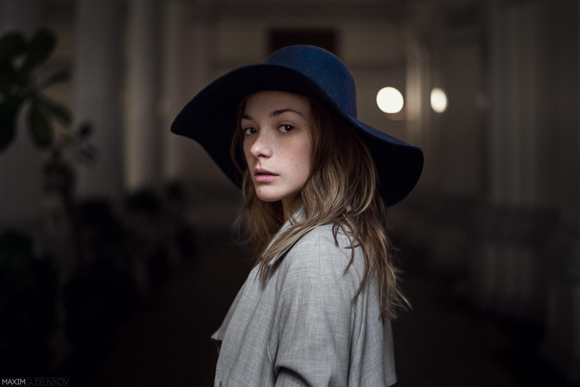 People 2000x1335 Olga Kobzar Maxim Guselnikov women long hair blonde freckles hat