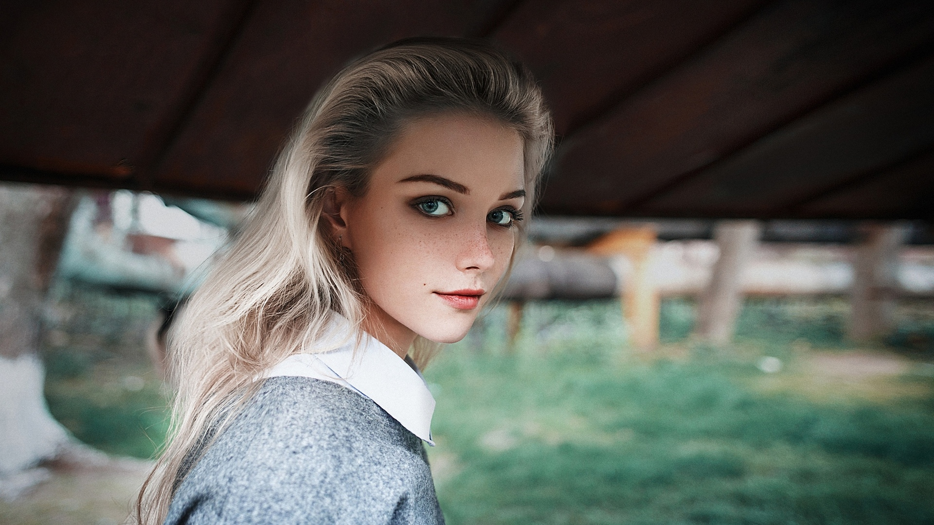 People 1920x1080 women model blonde dyed hair long hair straight hair looking at viewer natural light bokeh collar blue clothing blue eyes women outdoors earrings lipstick red lipstick freckles mascara makeup