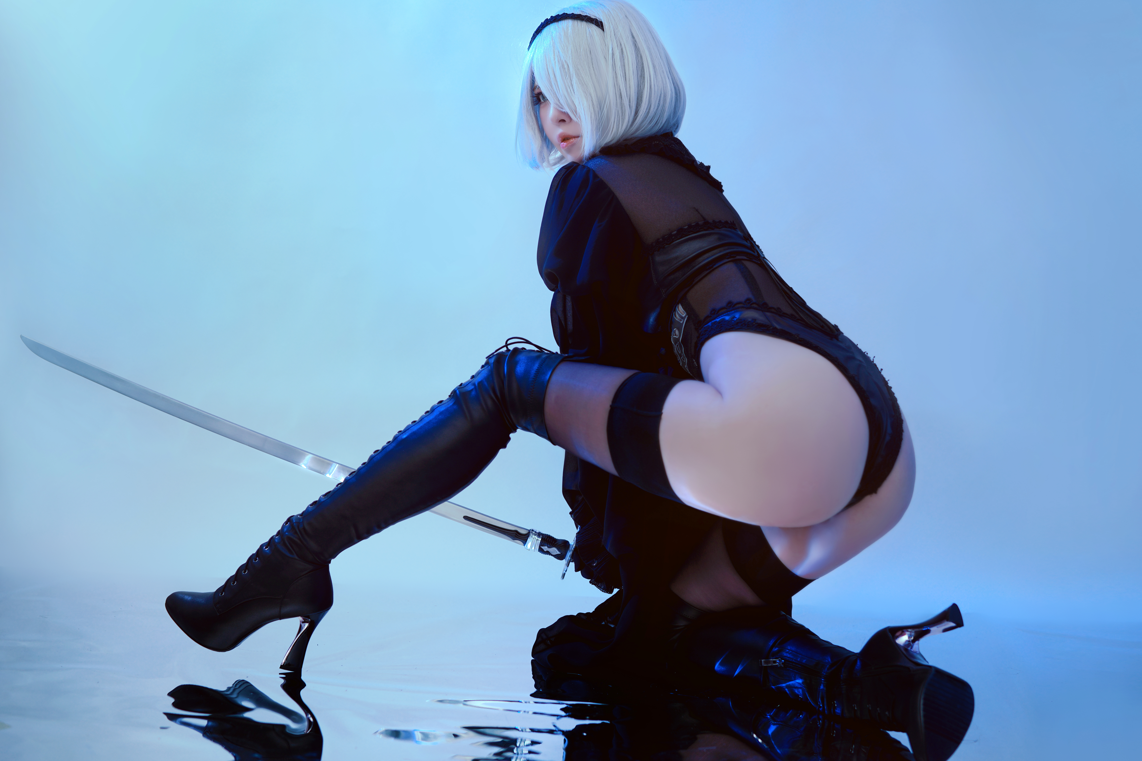 People 4000x2668 women model cosplay Chinese Chinese model BANBANKO 半半子 Nier: Automata 2B (Nier: Automata) stockings women indoors looking at viewer ass katana short hair see-through lingerie pale legs black stockings arched back