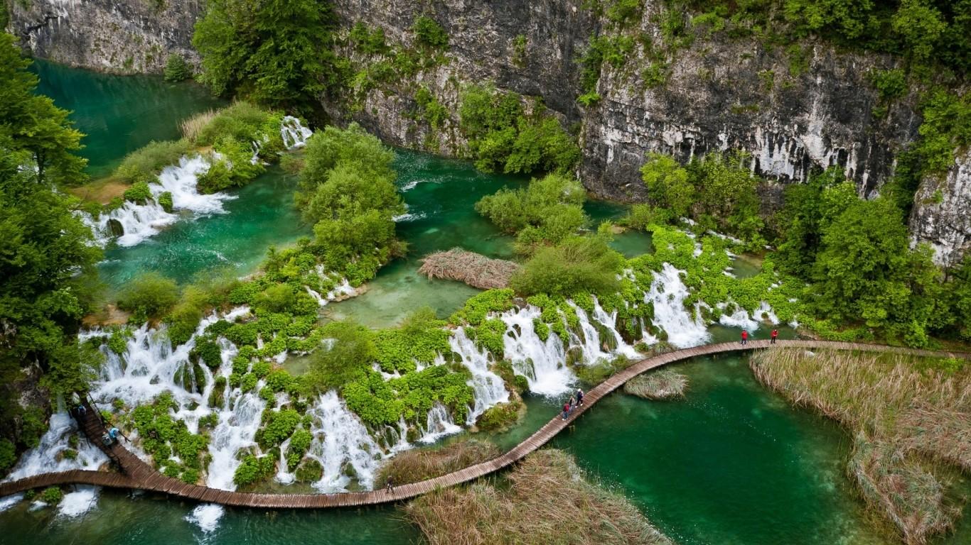 General 1366x768 green water landscape nature waterfall Croatia Plitvice National Park