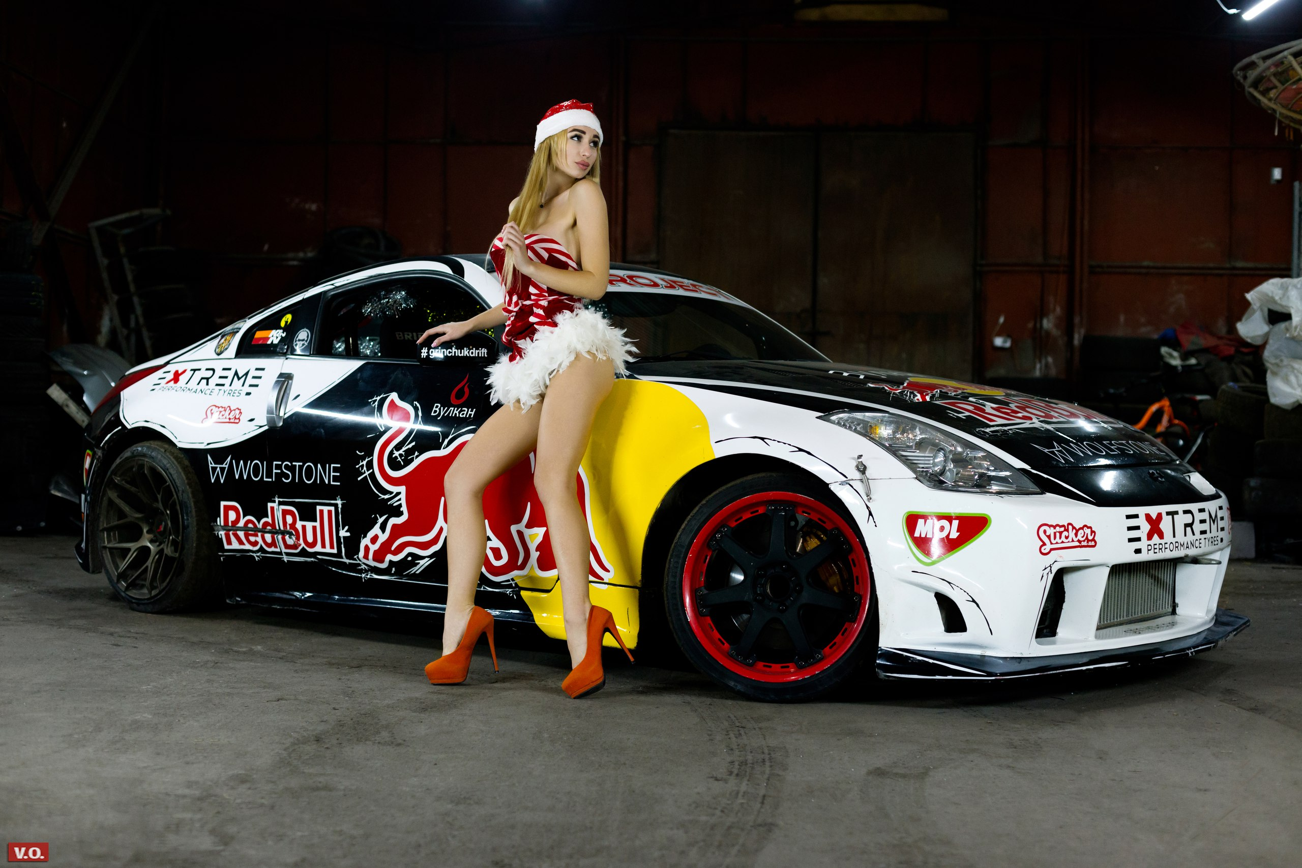 People 2560x1707 women blonde women with cars high heels Santa hats ass Santa costume Red Bull