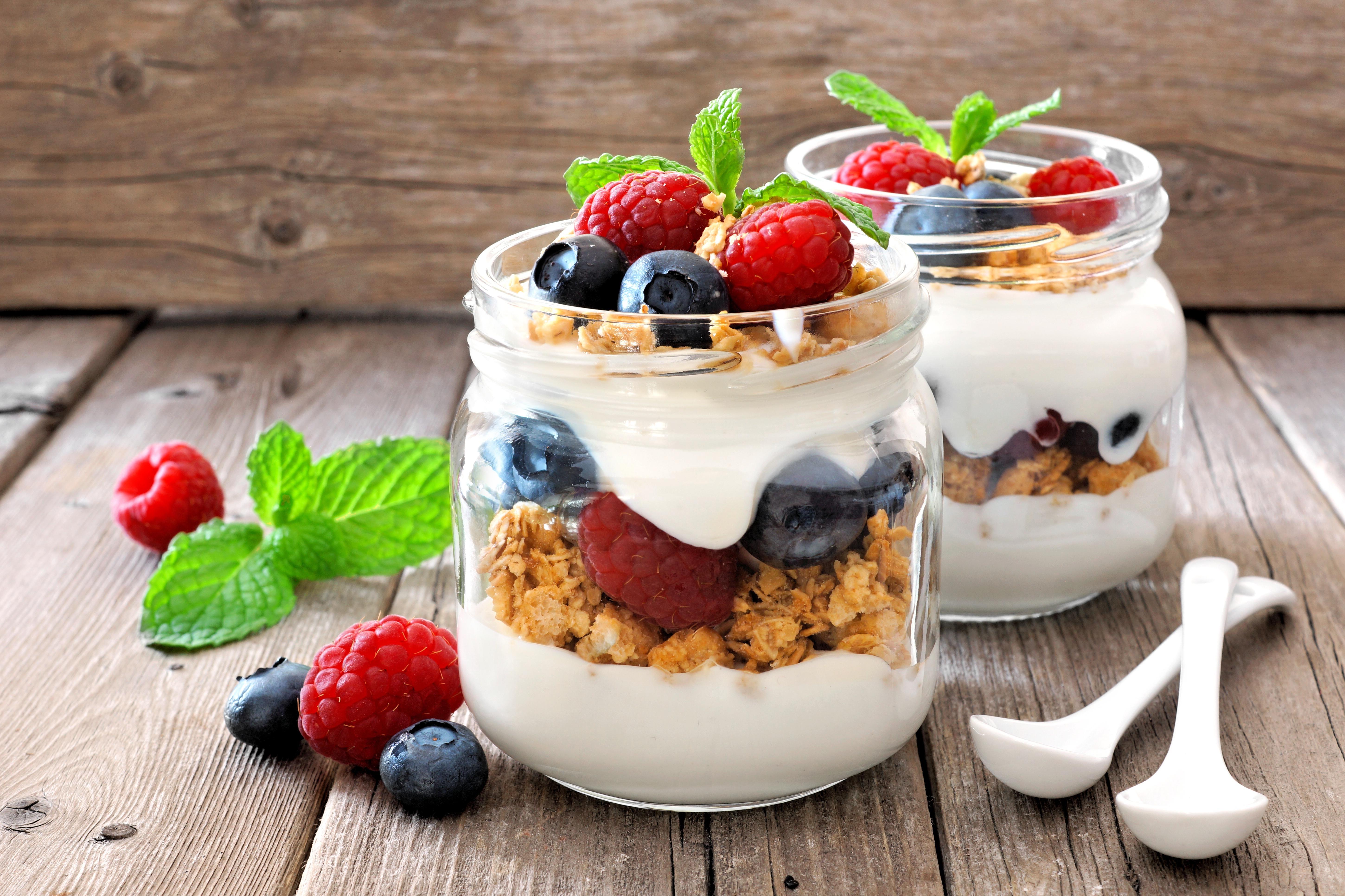 General 5801x3867 food blueberries raspberries spoon berries still life