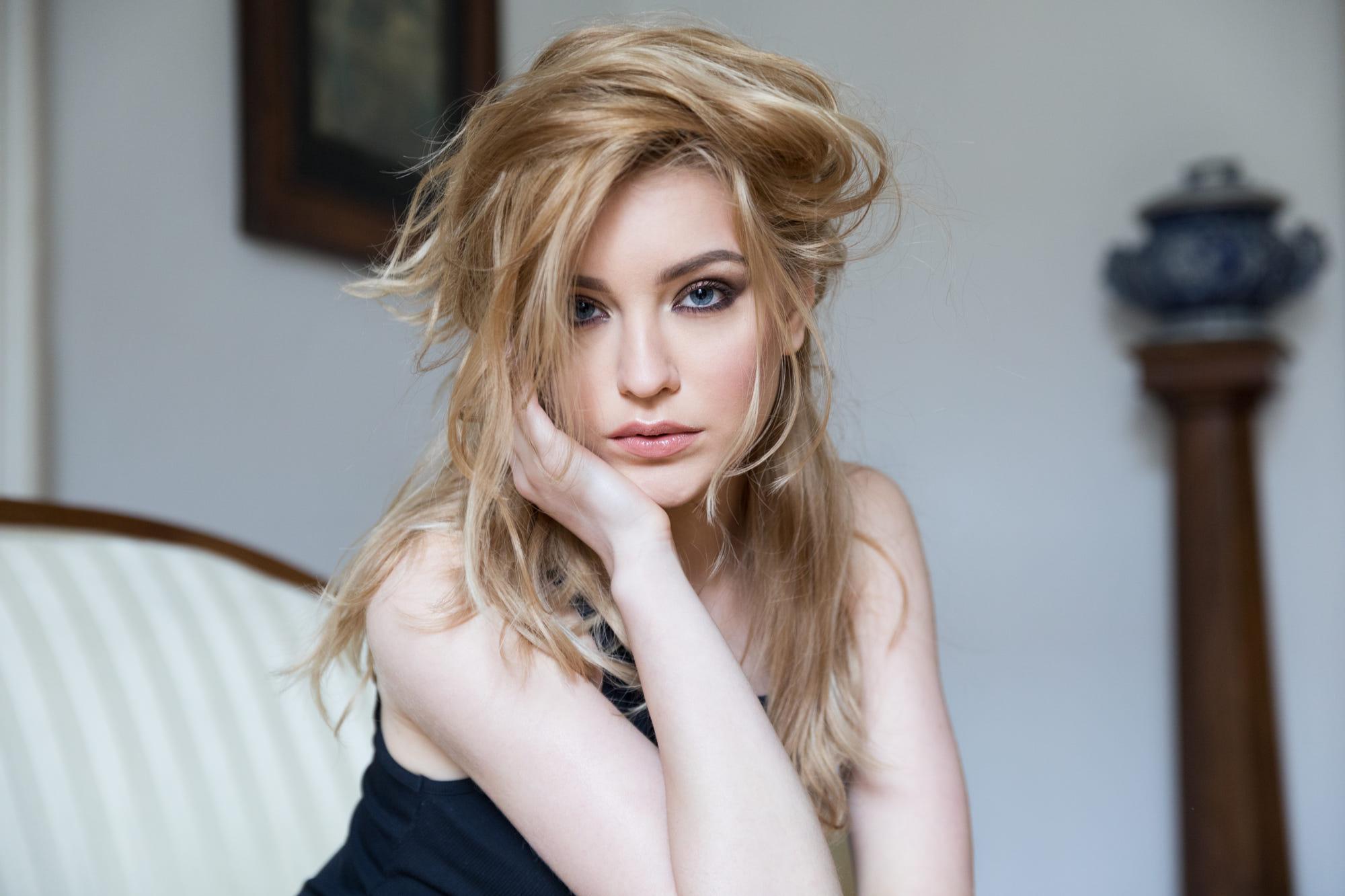 People 2000x1333 women blonde face blue eyes eyeshadow portrait Aura Dosoftei Bogdan Moldovan