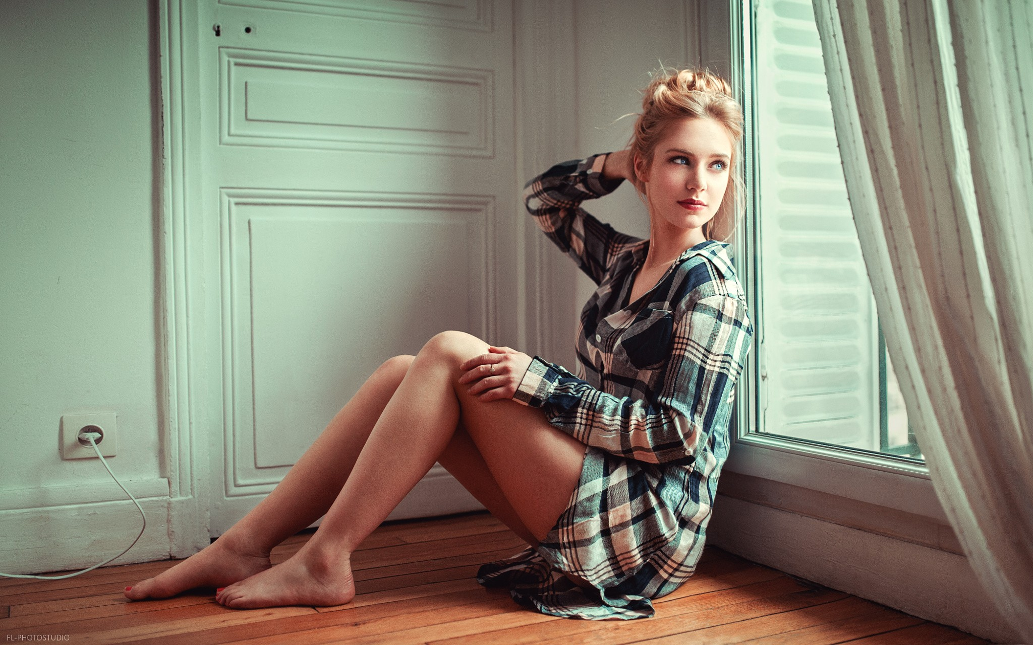 People 2048x1280 women blonde shirt blue eyes legs feet red nails sitting on the floor window Lods Franck Eva Mikulski barefoot looking out window