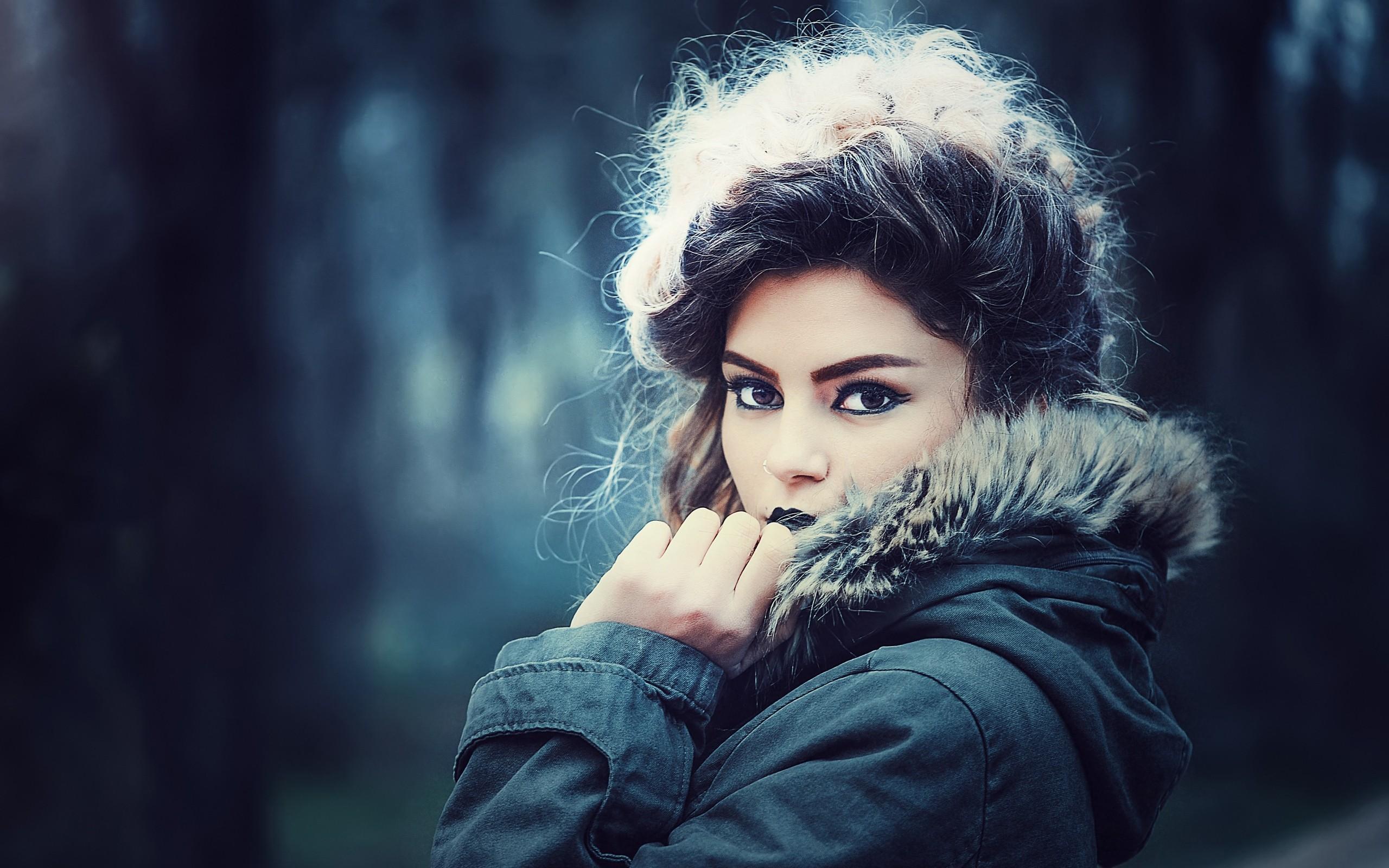 People 2560x1600 women dark hair makeup black lipstick face women outdoors