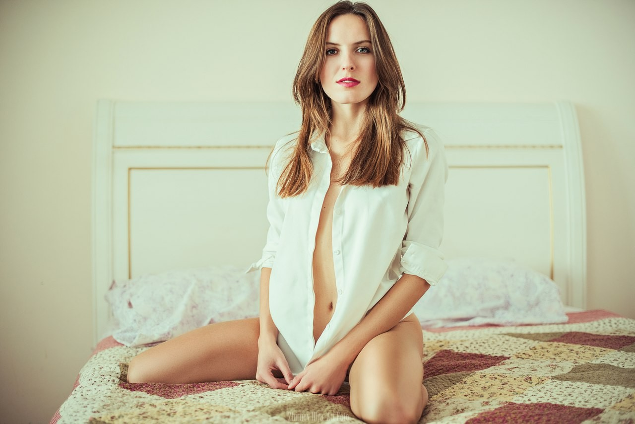 People 1280x854 women model brunette in bed red lipstick open shirt kneeling legs belly no bra looking at viewer Ilya Zhirnov white shirt
