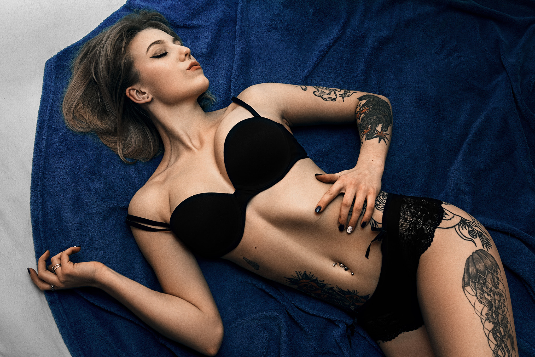 People 2048x1365 women tattoo belly pierced navel Stretched ears