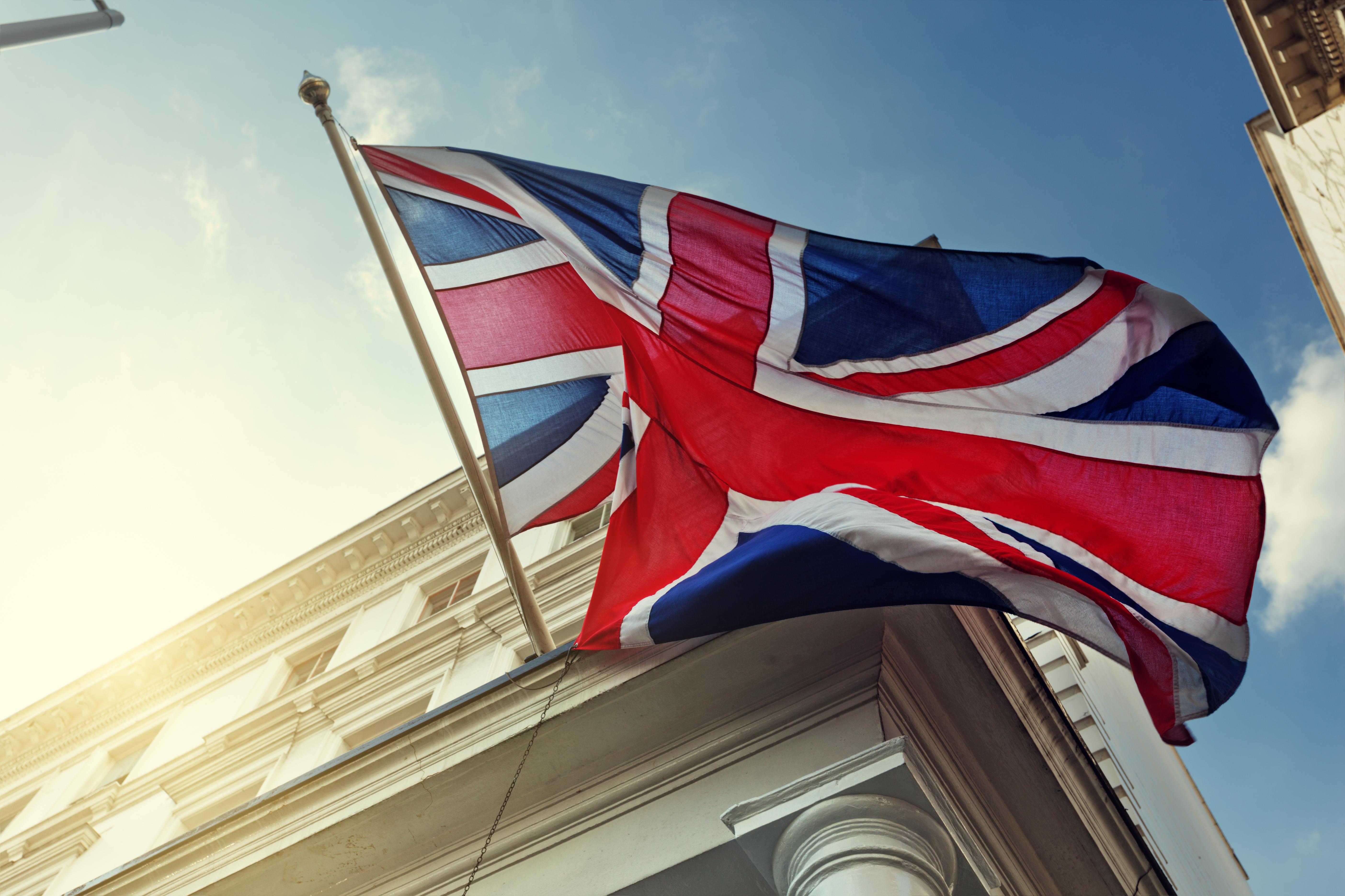 General 5616x3744 Union Jack London England Britain flag British building clear sky union flag blue red