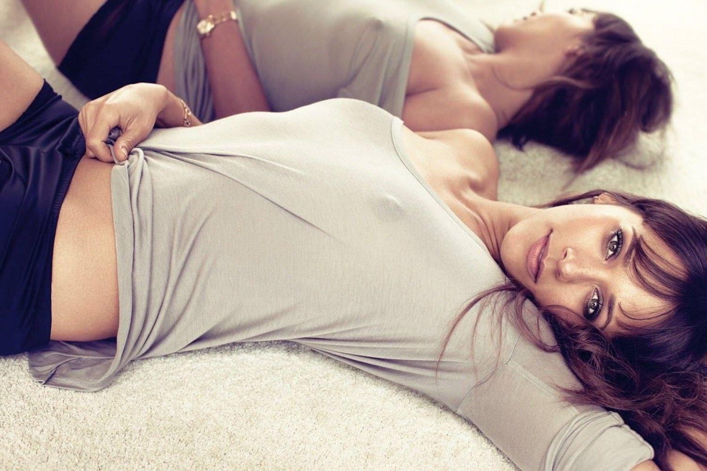 People 1500x1000 women brunette hazel eyes Rashida Jones lying down long hair mirror reflection looking at viewer nipples through clothing celebrity actress women indoors