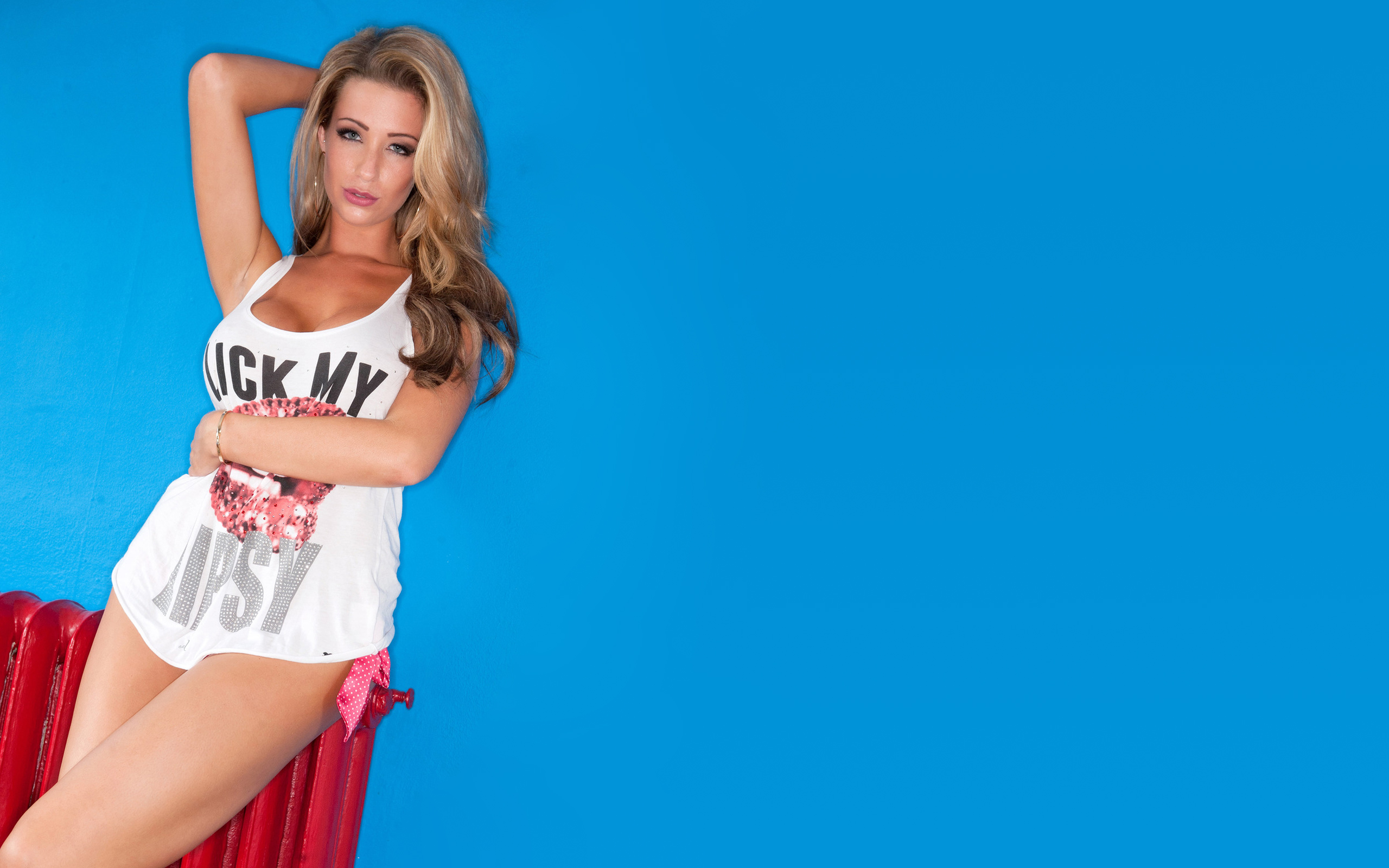 People 2560x1600 Danielle Anderson blonde model T-shirt hands in hair studio blue background