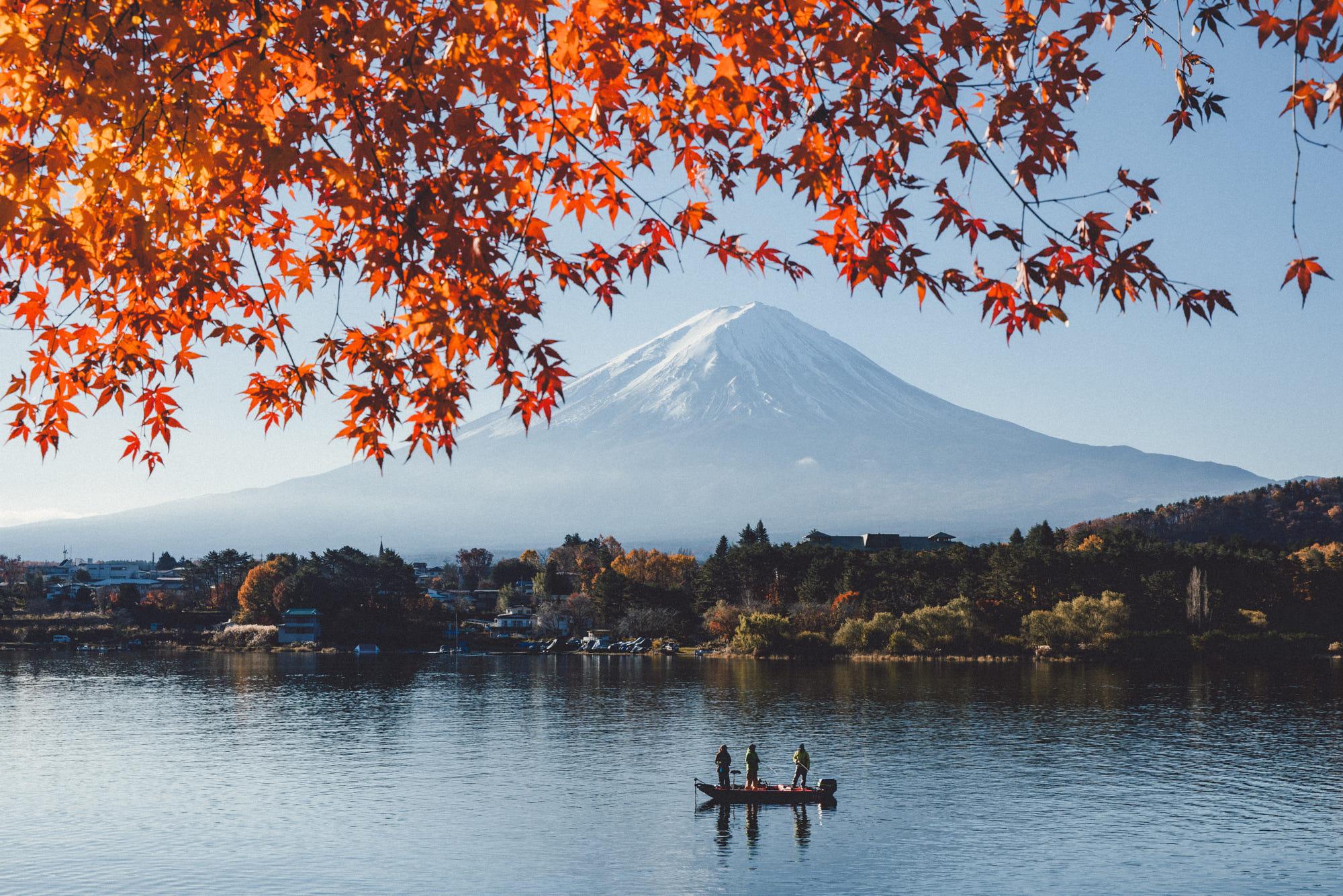 General 2000x1334 fall landscape Japan Lake Kawaguchiko Mount Fuji