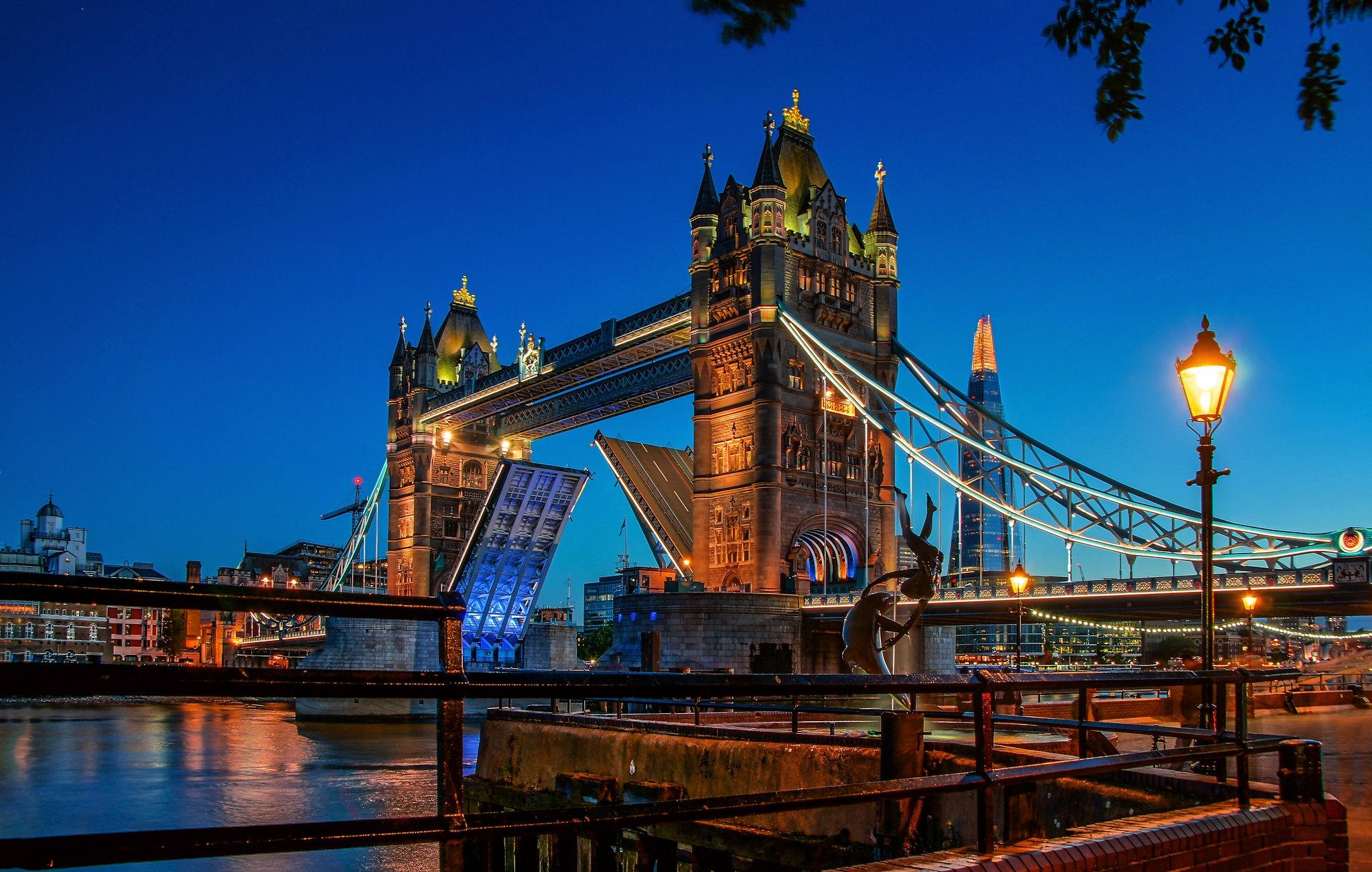 General 2048x1301 London bridge Tower Bridge city cityscape UK dusk