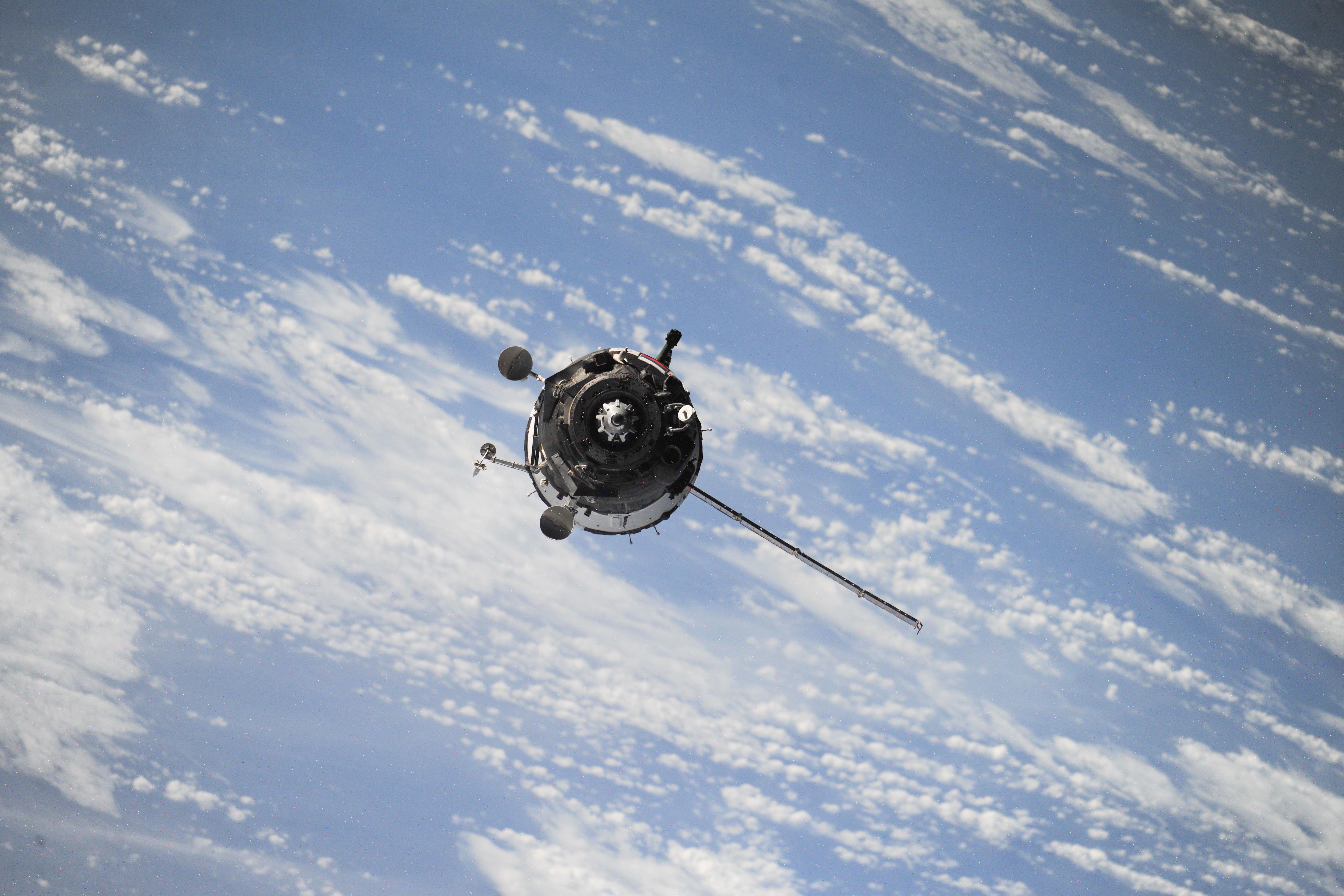 General 6048x4032 satellite clouds space Soyuz Earth NASA Roscosmos State Corporation