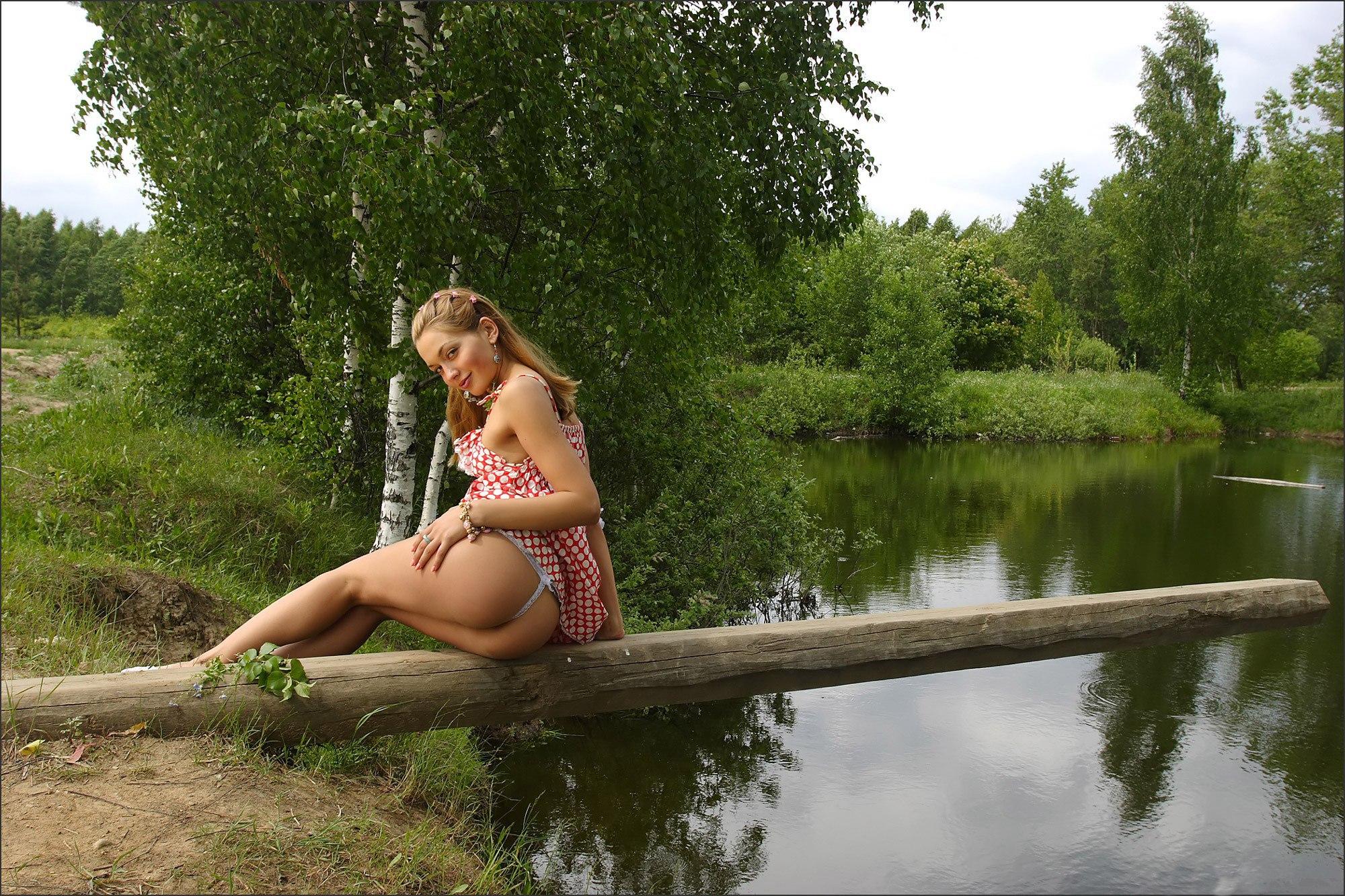 People 2000x1333 women blonde river ass dress panties trees smiling women outdoors tanned