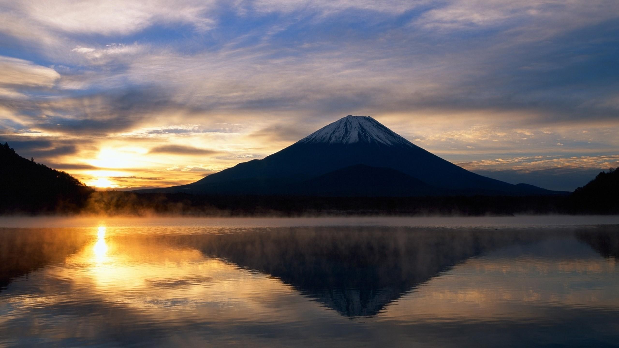 General 2560x1440 landscape nature sunlight water reflection sky lake Mount Fuji Japan