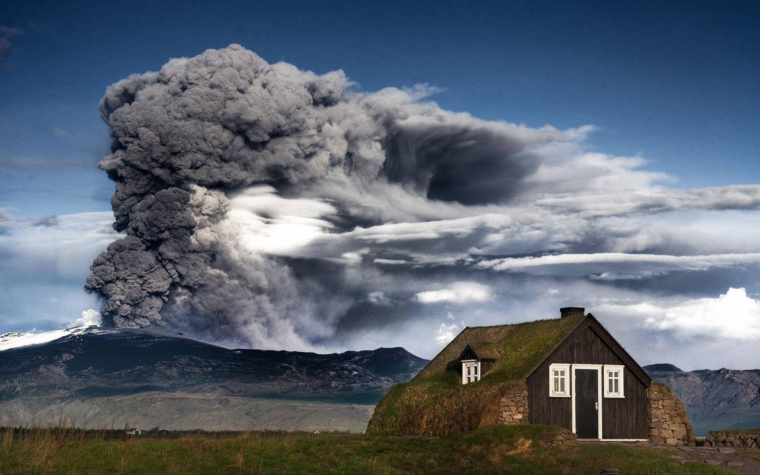 General 2560x1600 Iceland eruption mountains volcano nordic landscapes volcanic eruption cabin sky nature outdoors landscape