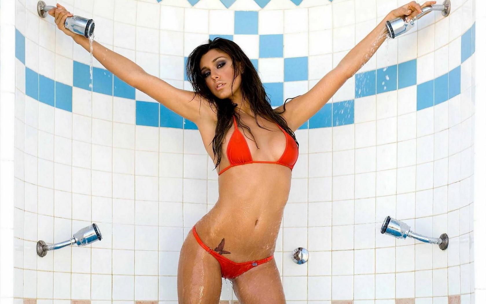 People 1680x1050 alt girls boobs shower wet body