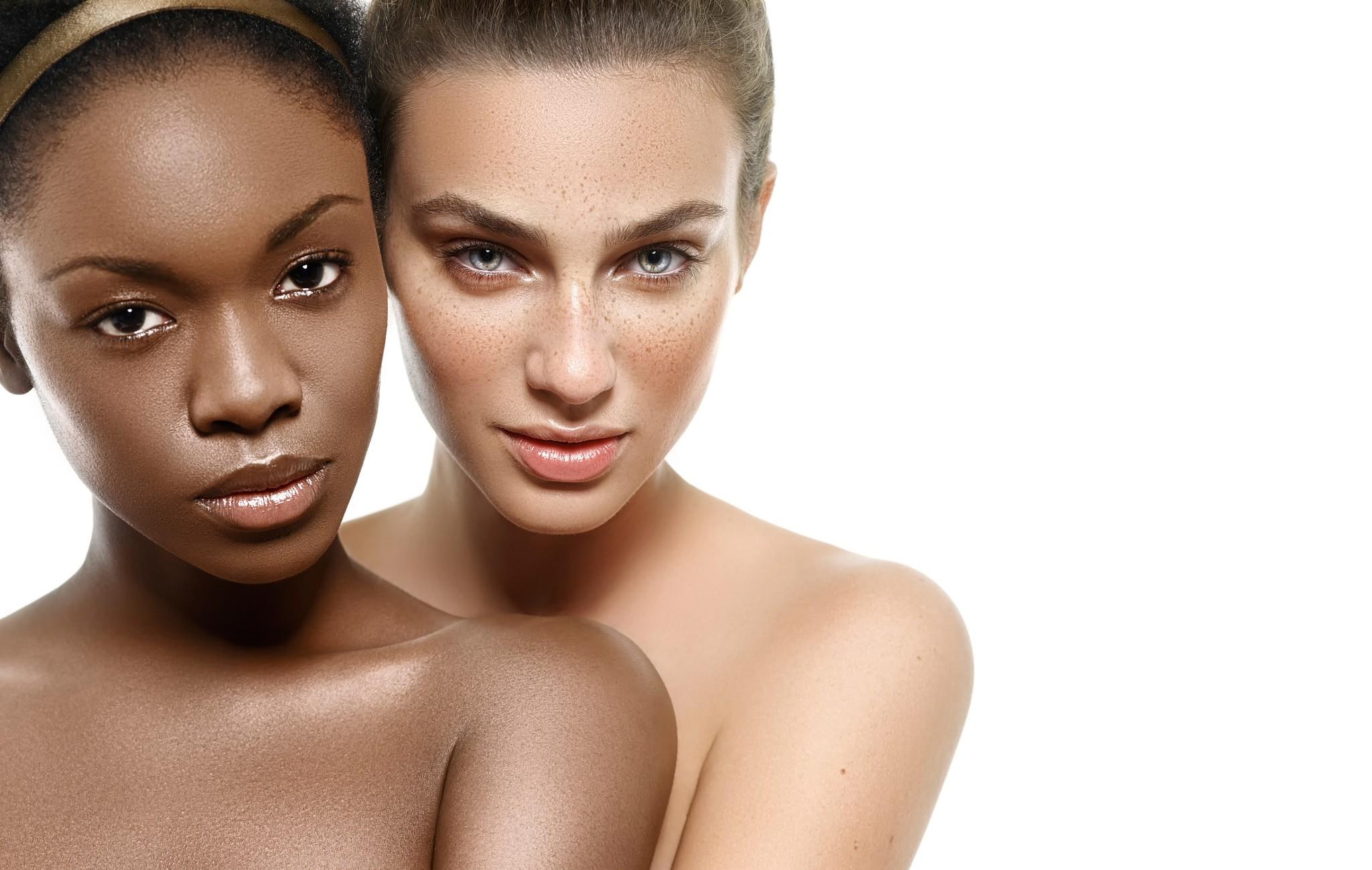 People 2048x1298 model women ebony freckles bare shoulders white background brown eyes blue eyes two women juicy lips looking at viewer